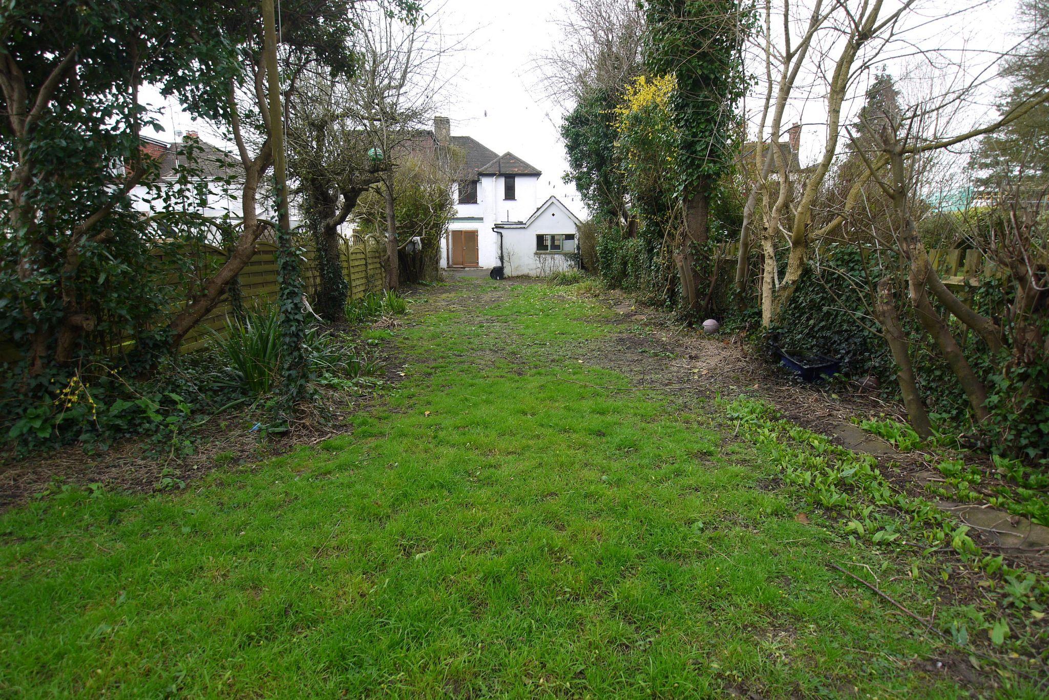 3 bedroom semi-detached house Sold in Sevenoaks - Photograph 13