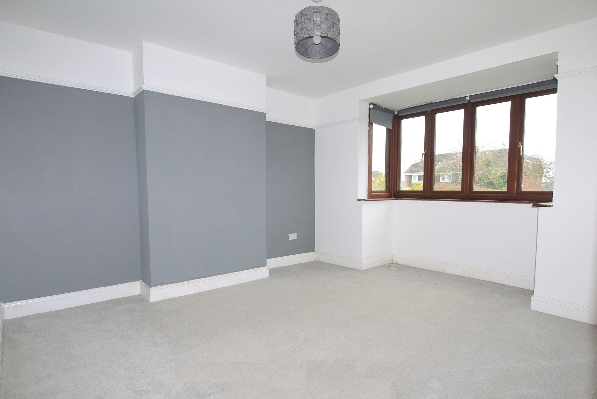 3 bedroom semi-detached house Sold in Sevenoaks - Photograph 5