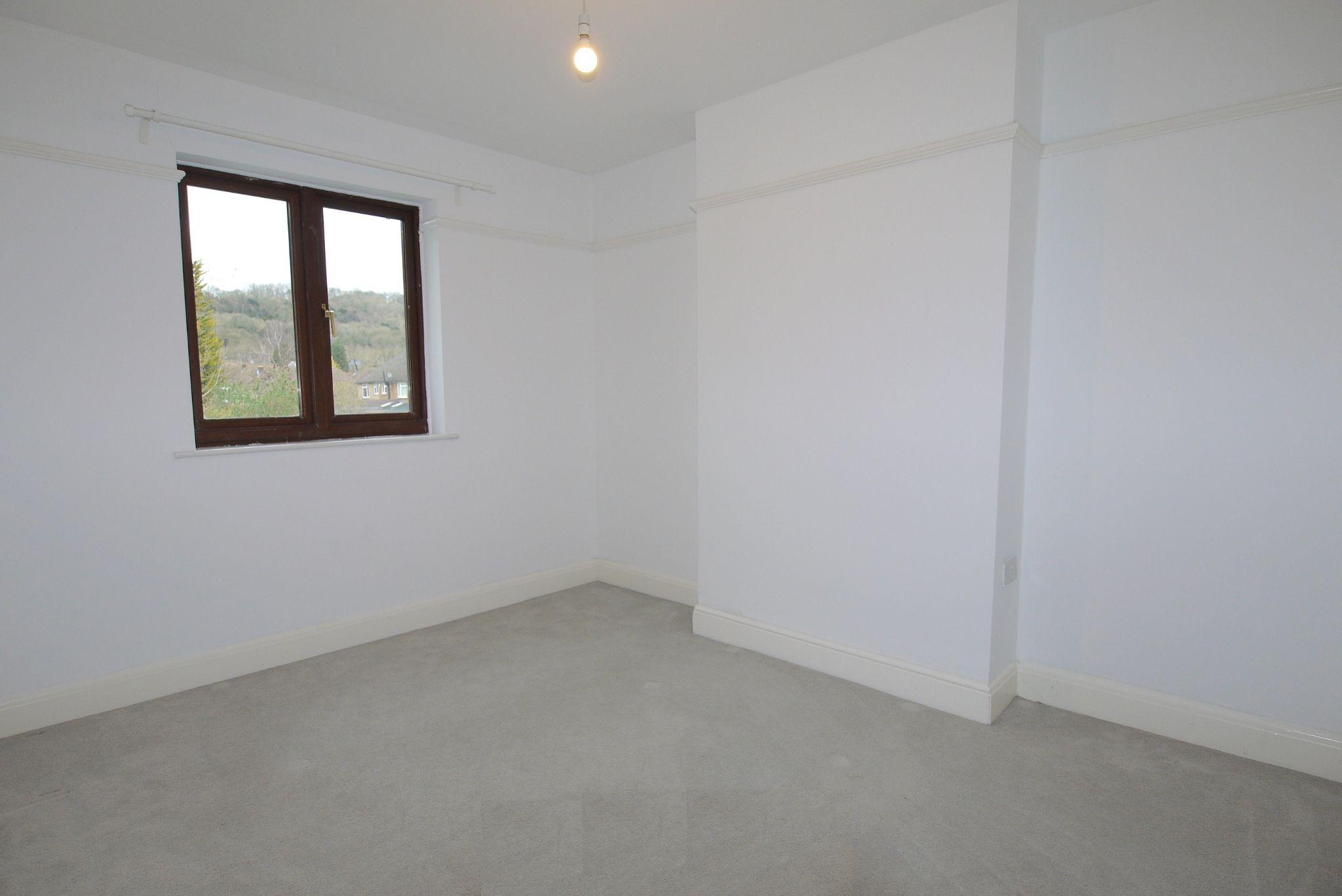 3 bedroom semi-detached house Sold in Sevenoaks - Photograph 9