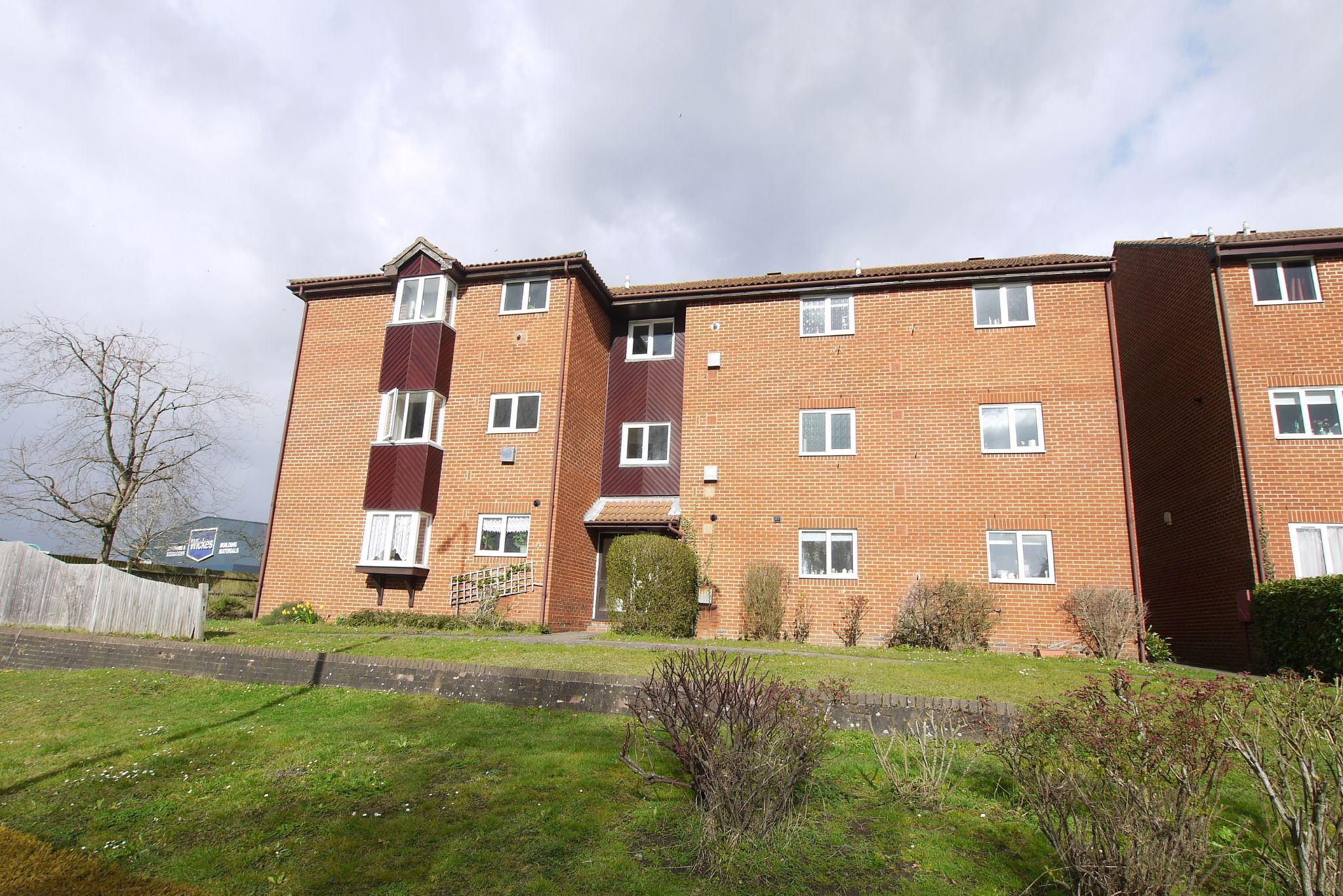 2 bedroom flat flat/apartment For Sale in Sevenoaks - Photograph 1
