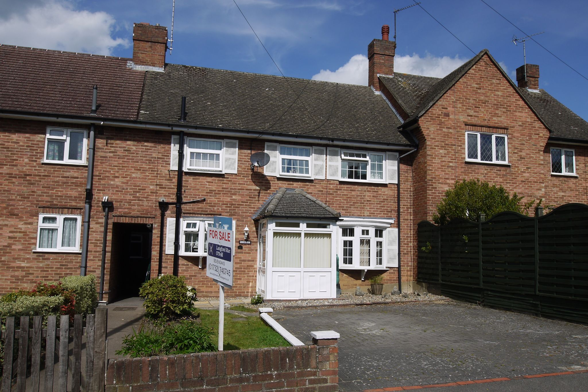 3 bedroom mid terraced house For Sale in Sevenoaks - Photograph 1