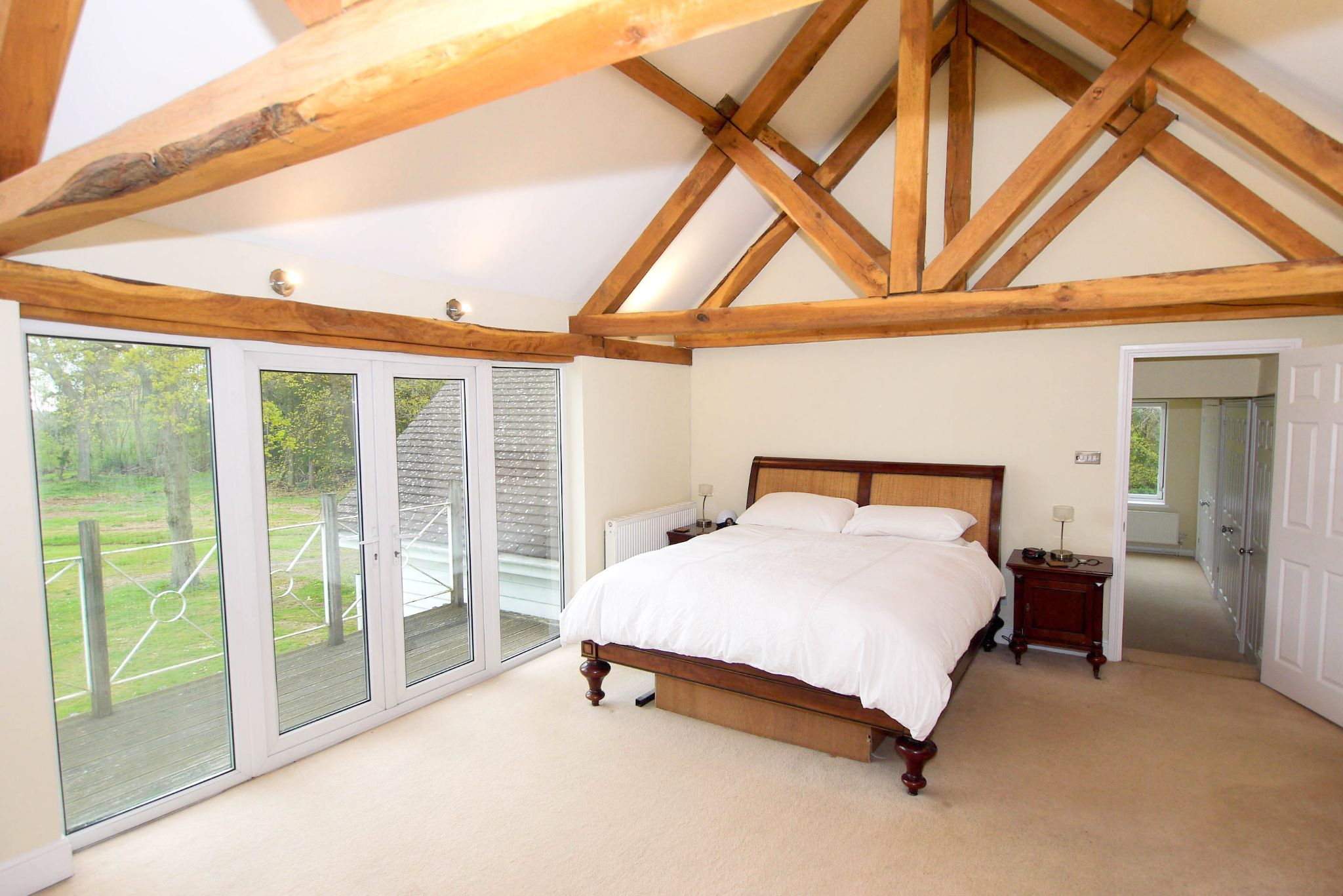 6 bedroom detached house For Sale in Sevenoaks - Photograph 8
