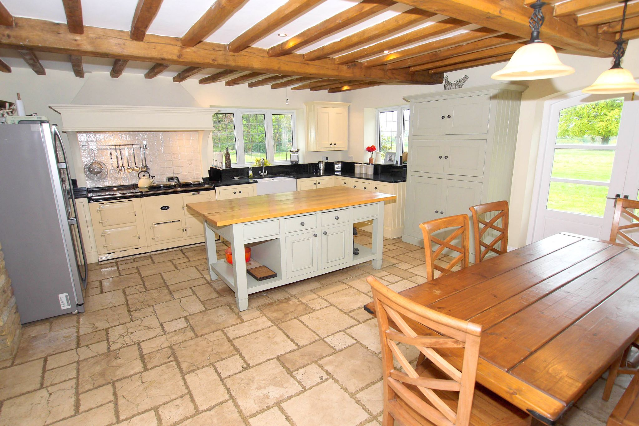 6 bedroom detached house For Sale in Sevenoaks - Photograph 4