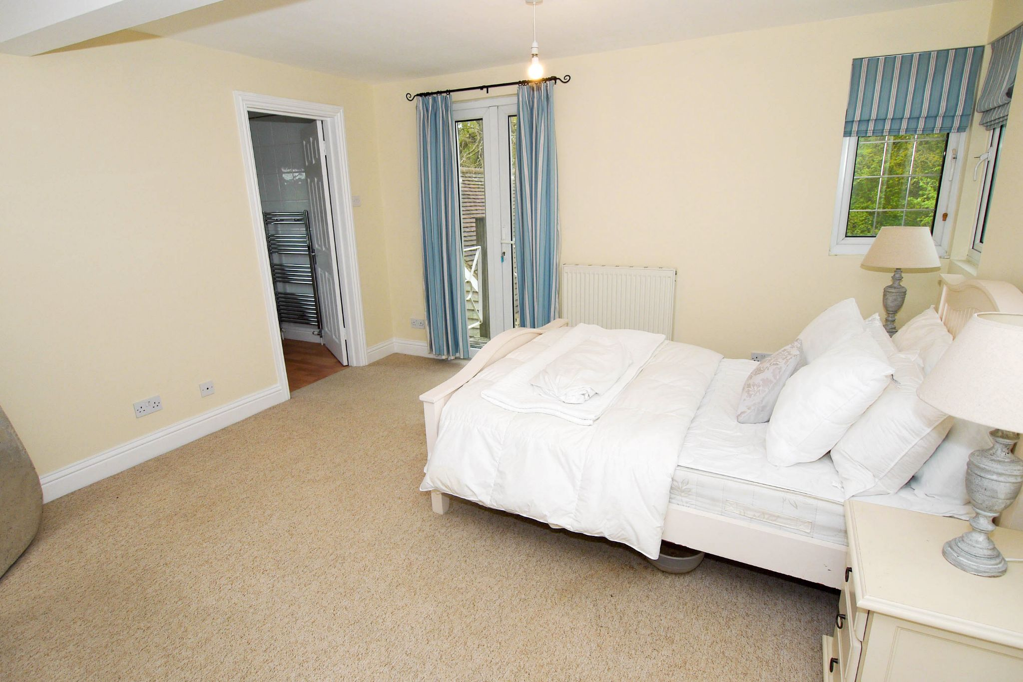 6 bedroom detached house For Sale in Sevenoaks - Photograph 11