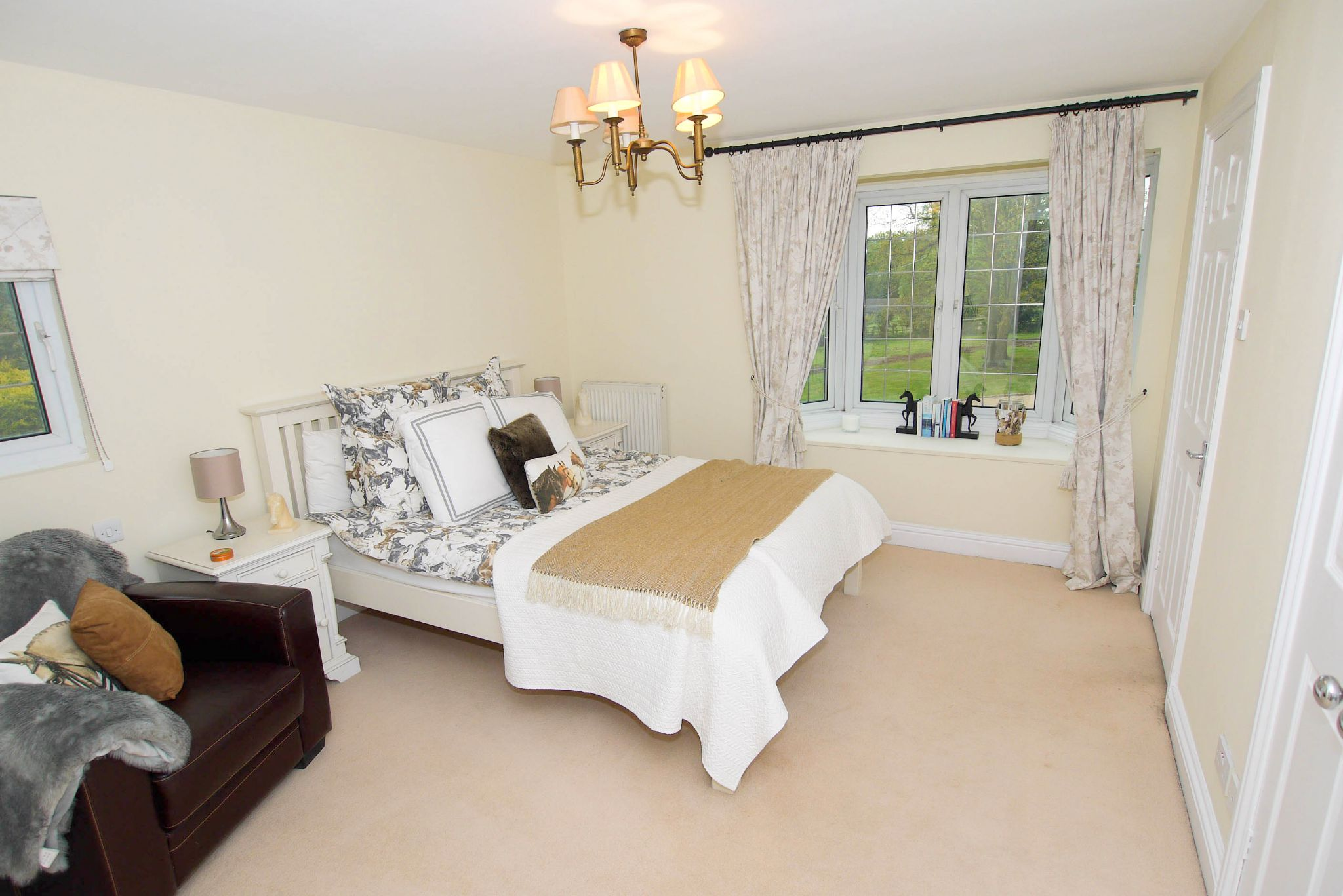 6 bedroom detached house For Sale in Sevenoaks - Photograph 12