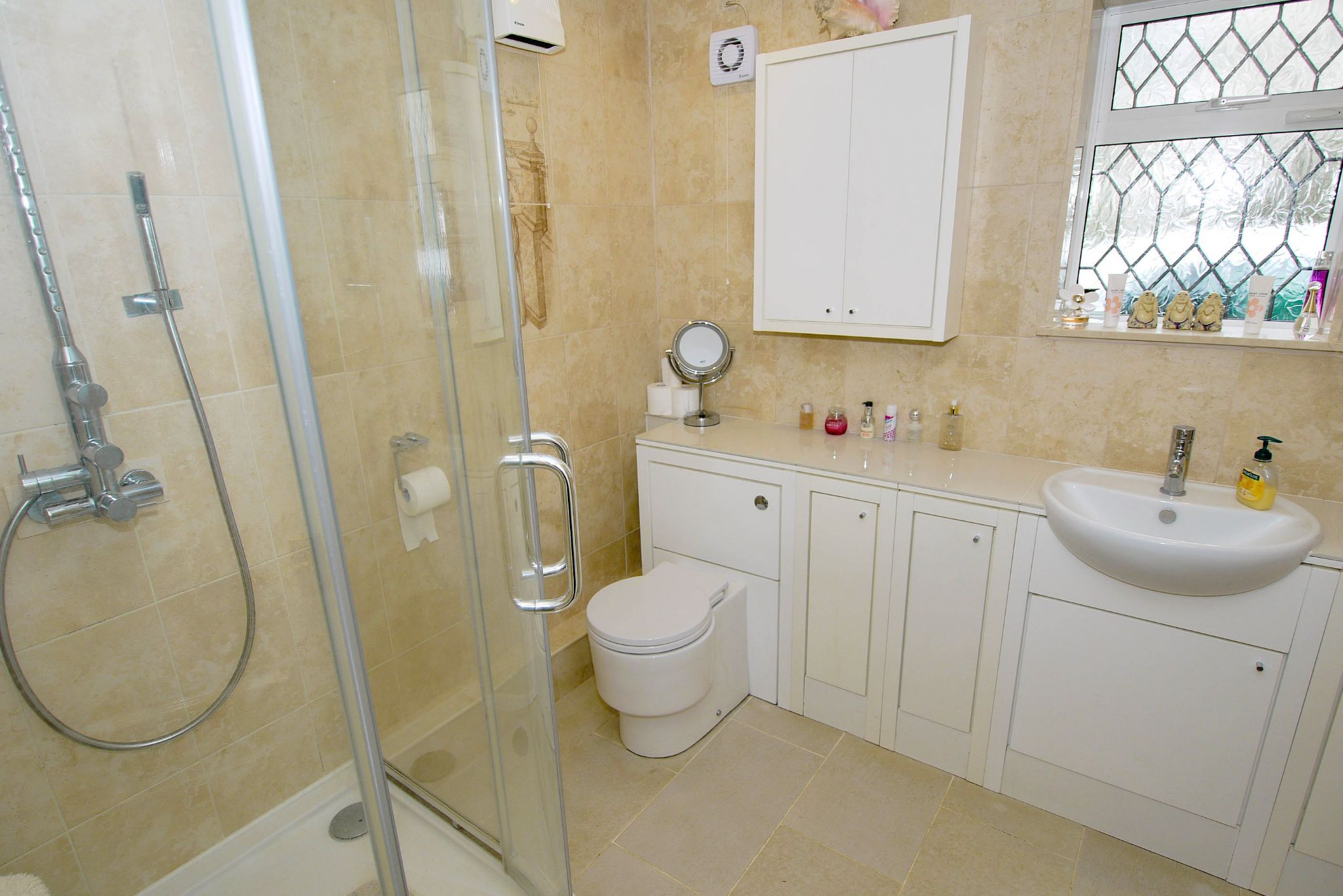 2 bedroom detached bungalow For Sale in Sevenoaks - Photograph 8