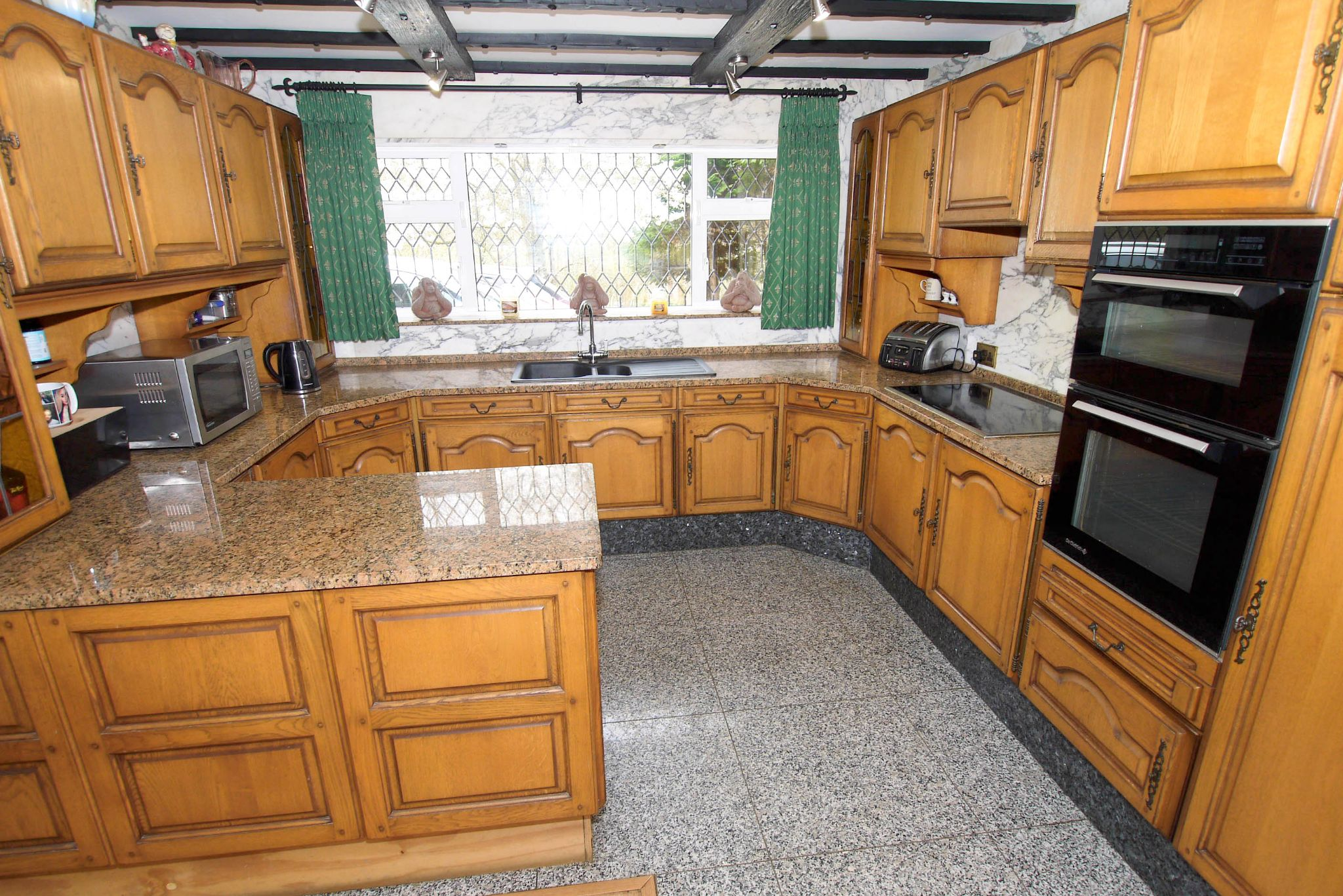 2 bedroom detached bungalow Sale Agreed in Sevenoaks - Photograph 4
