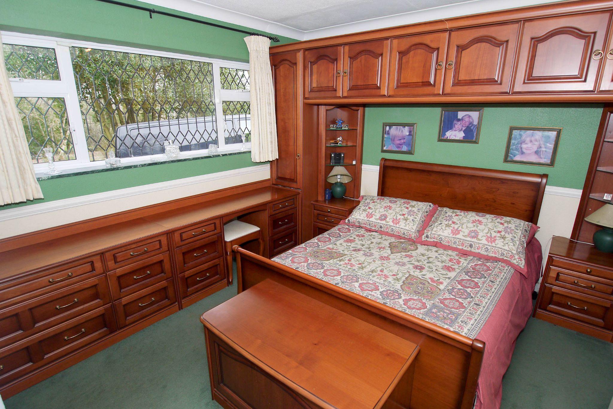2 bedroom detached bungalow Sold in Sevenoaks - Photograph 6