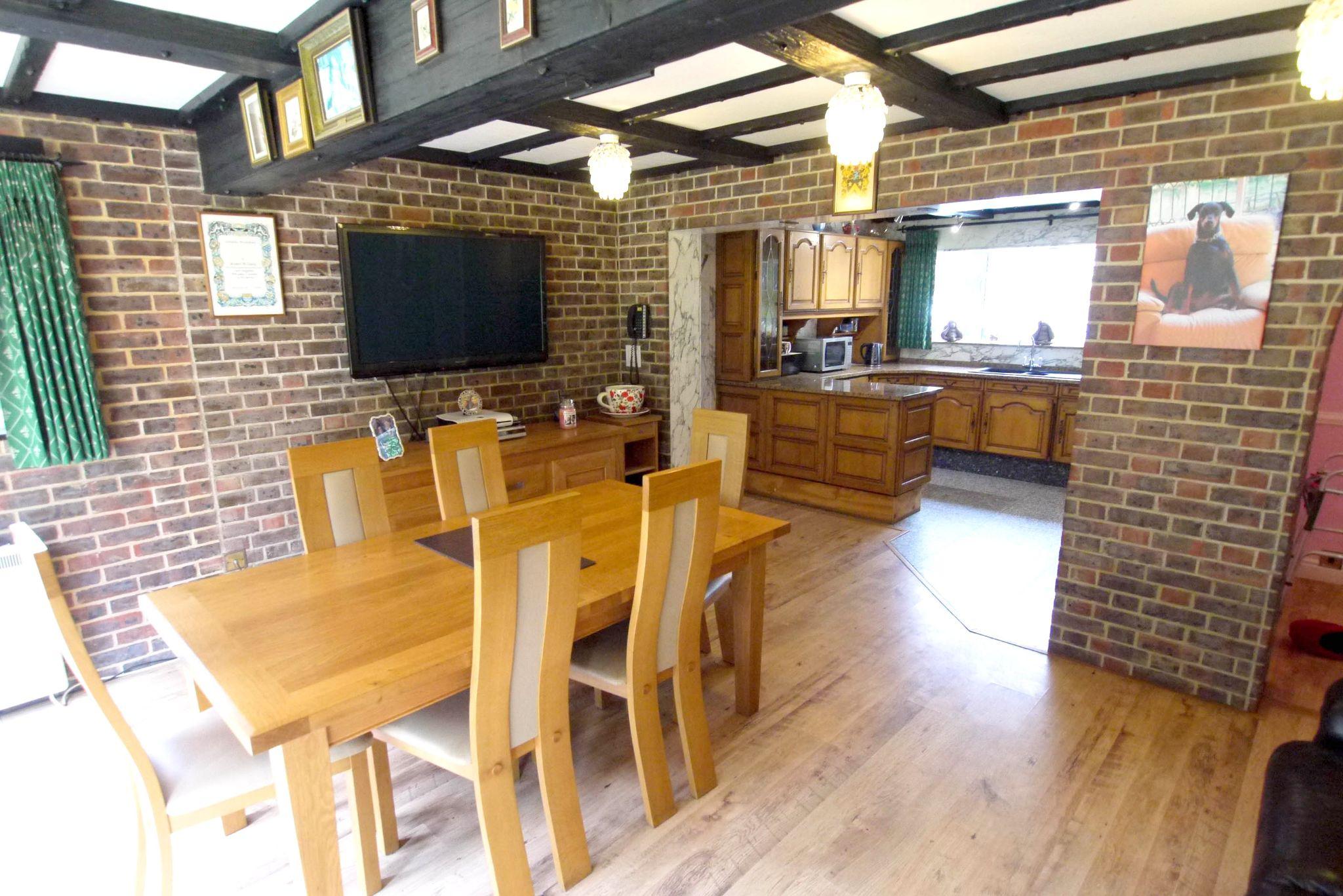 2 bedroom detached bungalow For Sale in Sevenoaks - Photograph 2