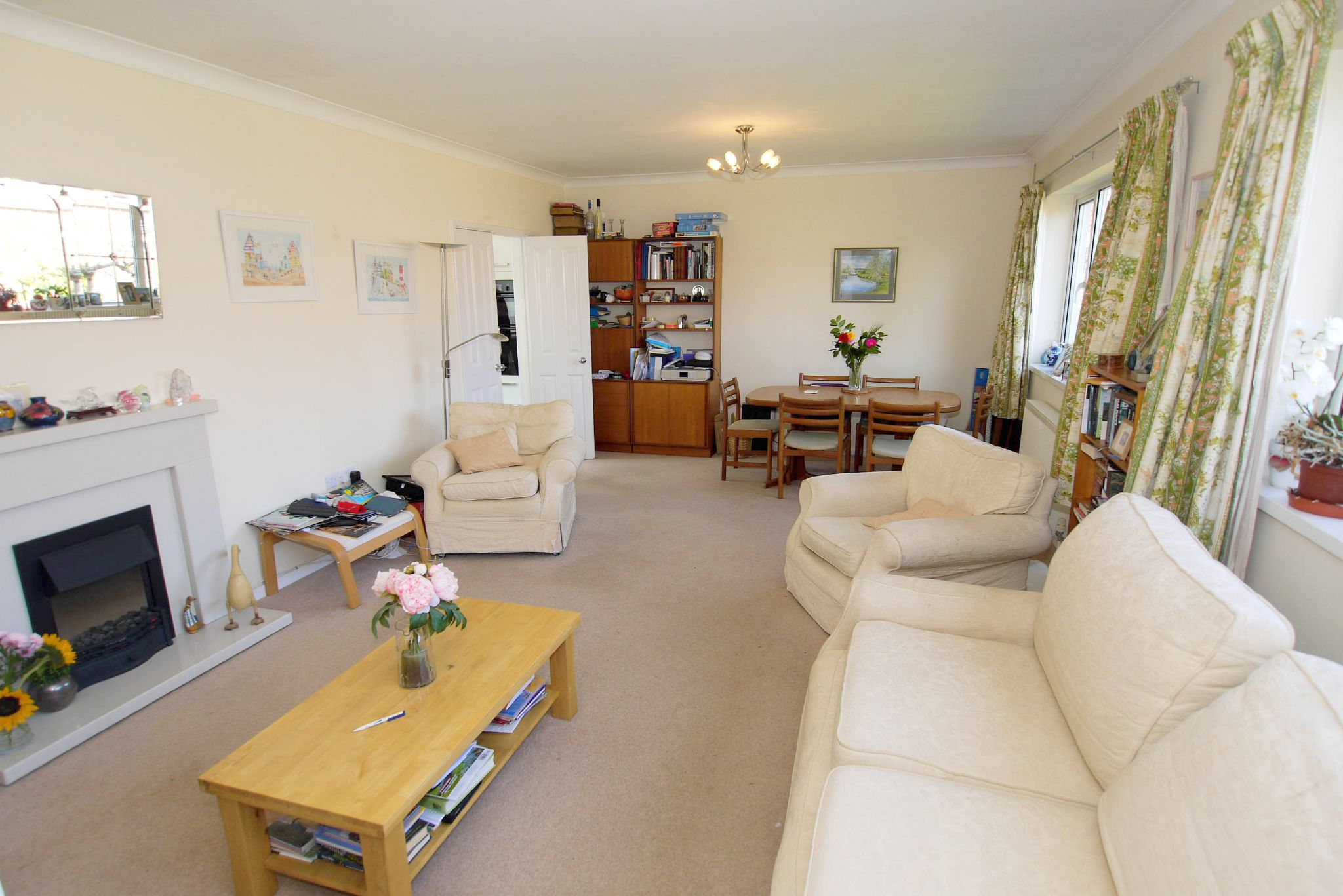 2 bedroom detached bungalow For Sale in Sevenoaks - Property photograph