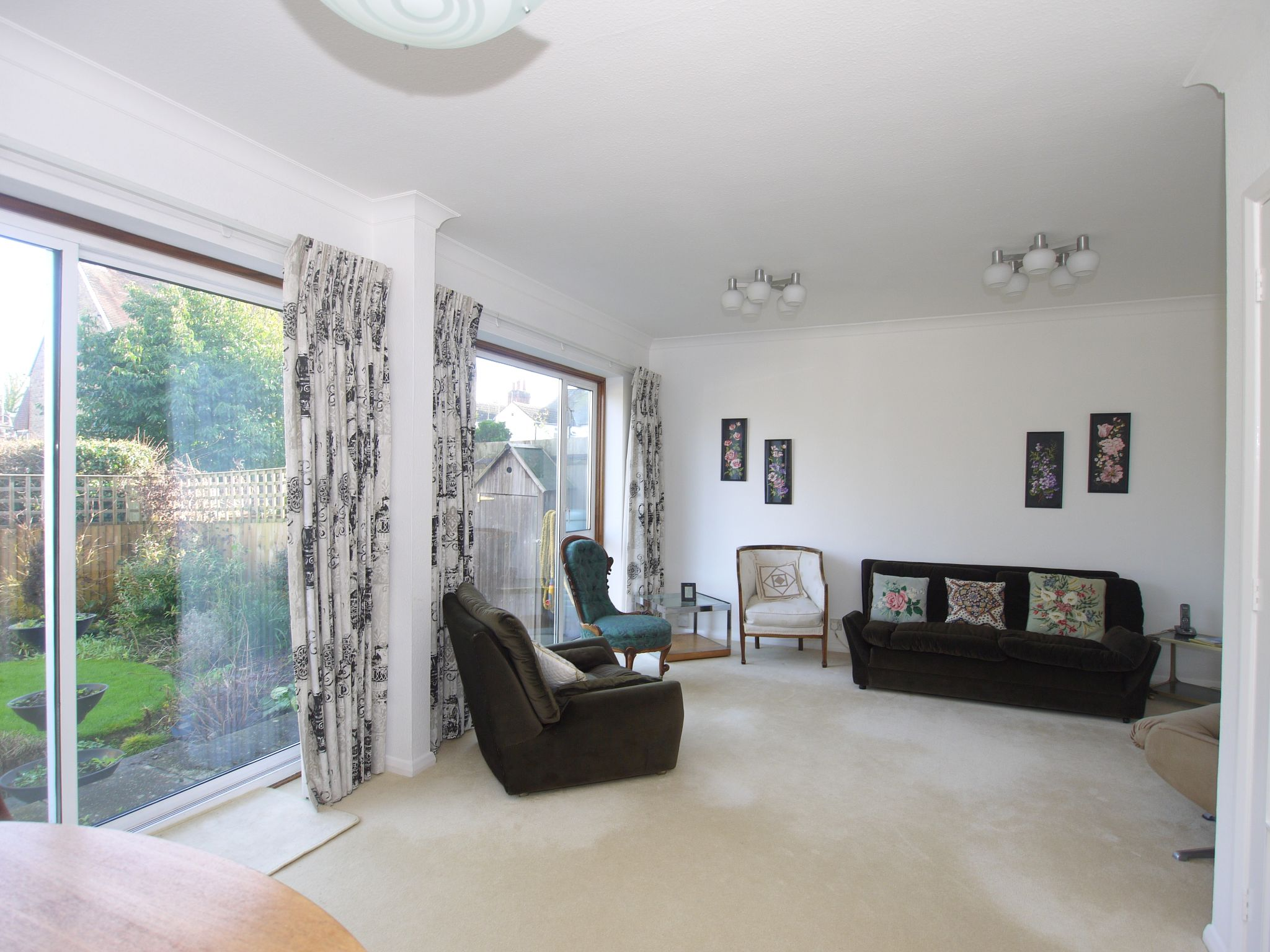 3 bedroom mid terraced house Sale Agreed in Sevenoaks - Photograph 3