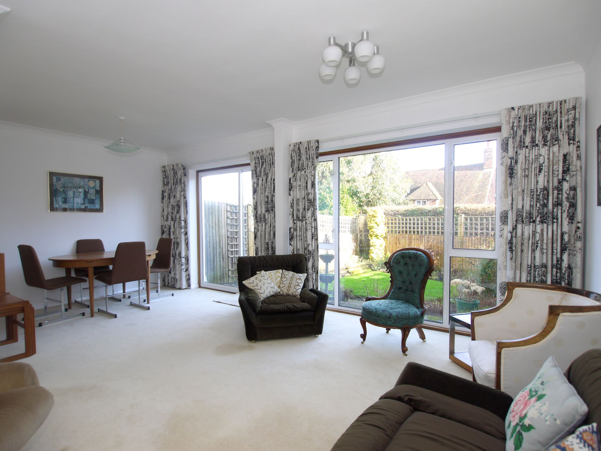 3 bedroom mid terraced house Sale Agreed in Sevenoaks - Photograph 2