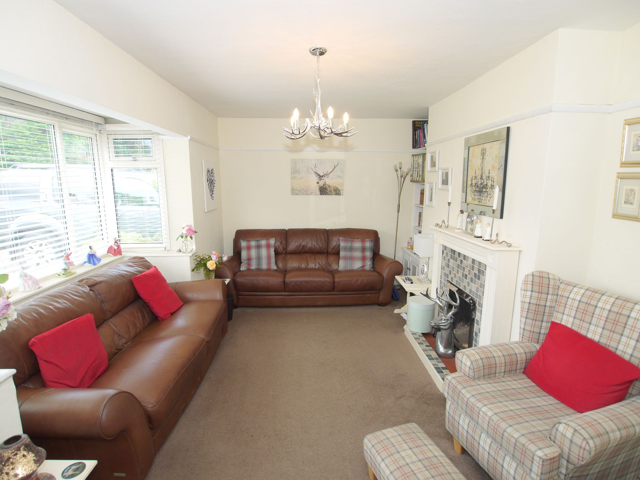 3 bedroom detached house For Sale in Sevenoaks - Photograph 3