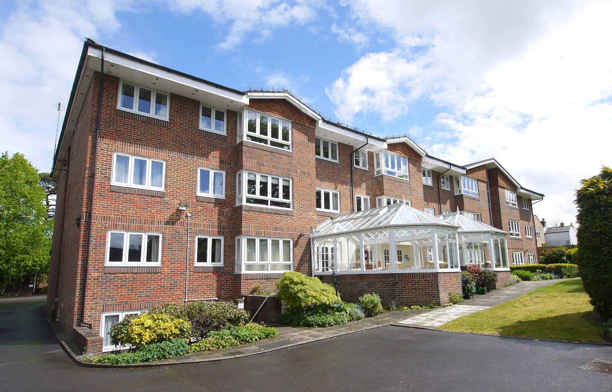 2 bedroom apartment flat/apartment For Sale in Sevenoaks - Photograph 1