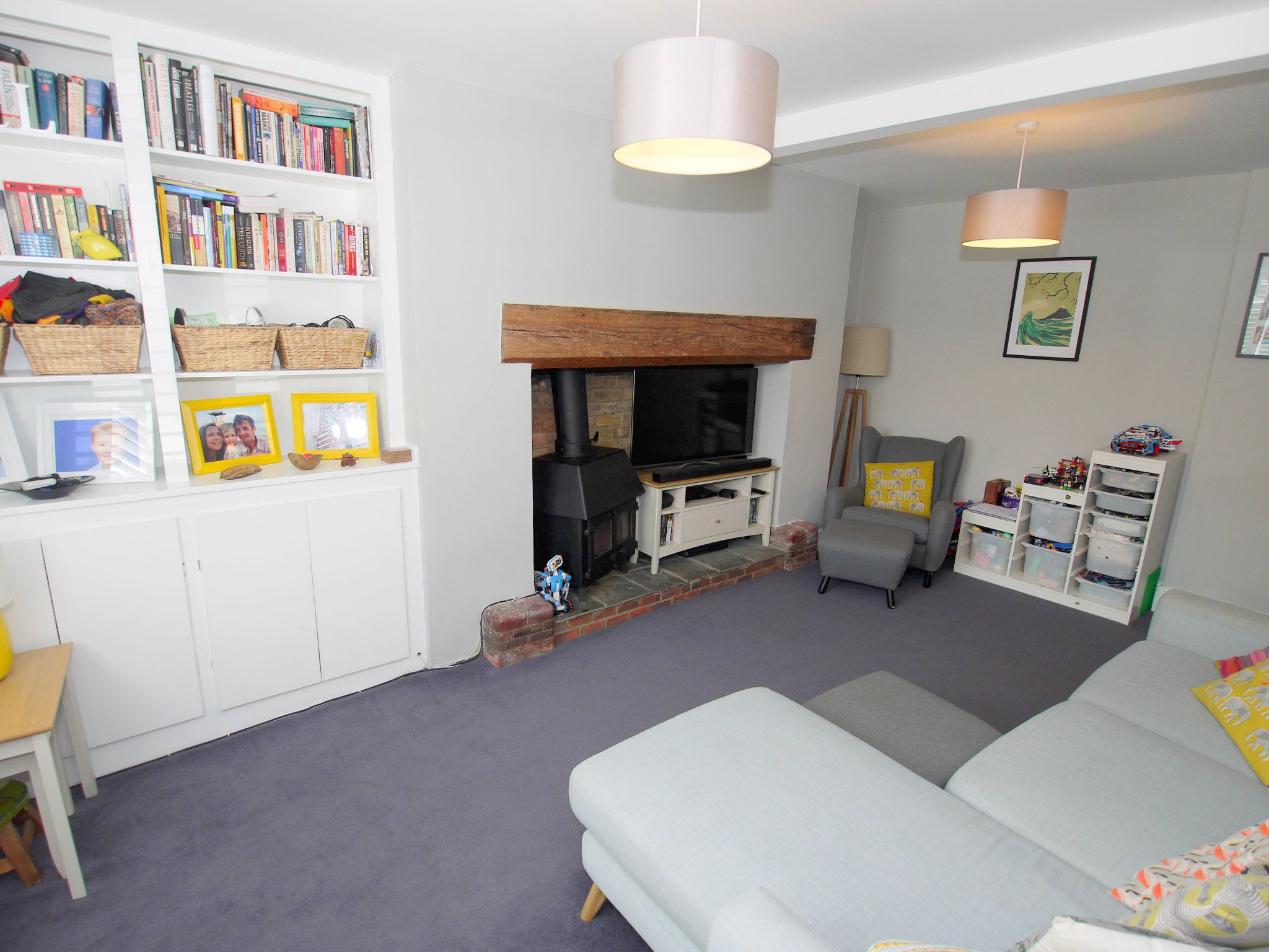 2 bedroom mid terraced house For Sale in Sevenoaks - Photograph 5
