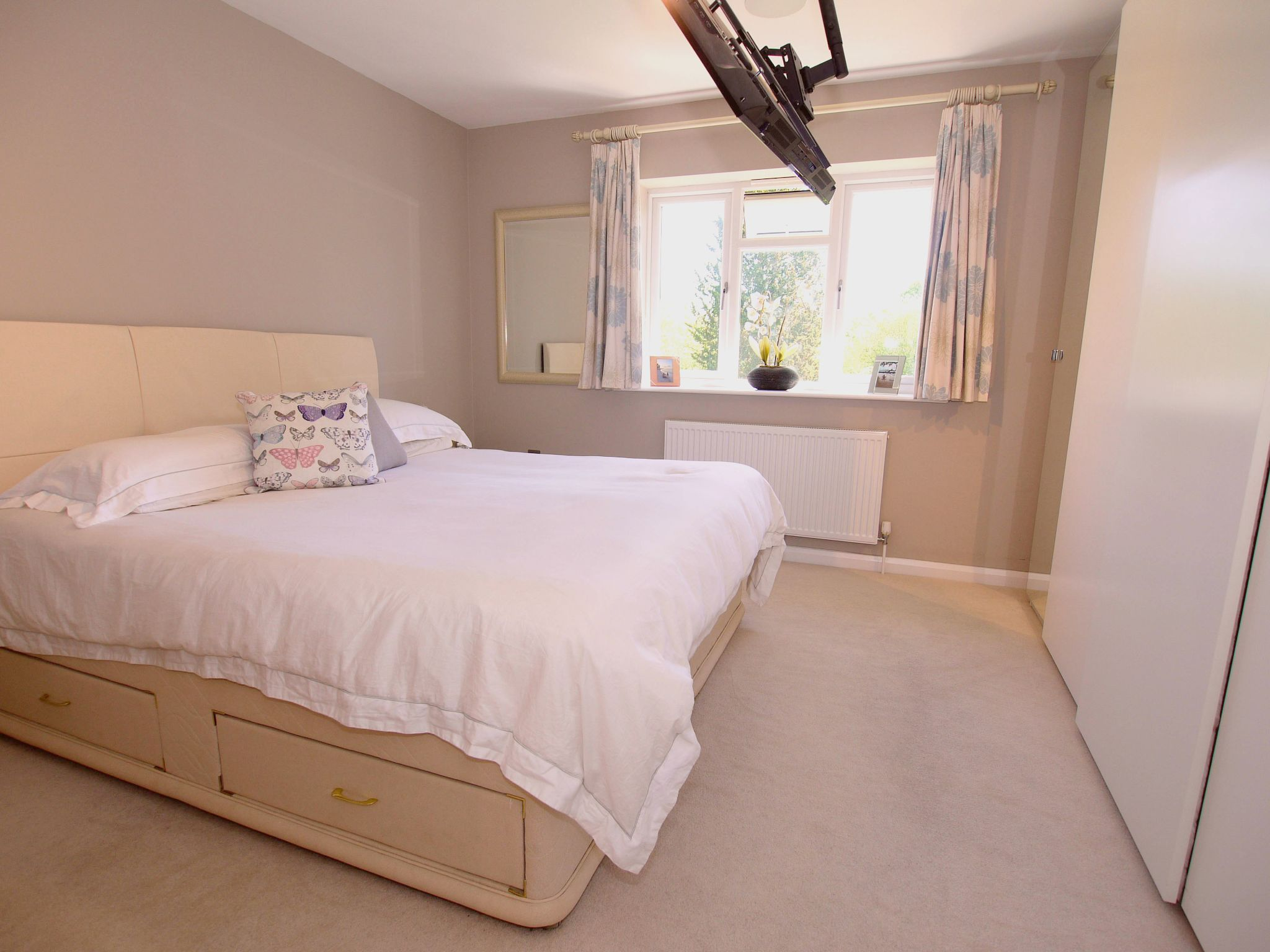 3 bedroom detached house For Sale in Sevenoaks - Photograph 5
