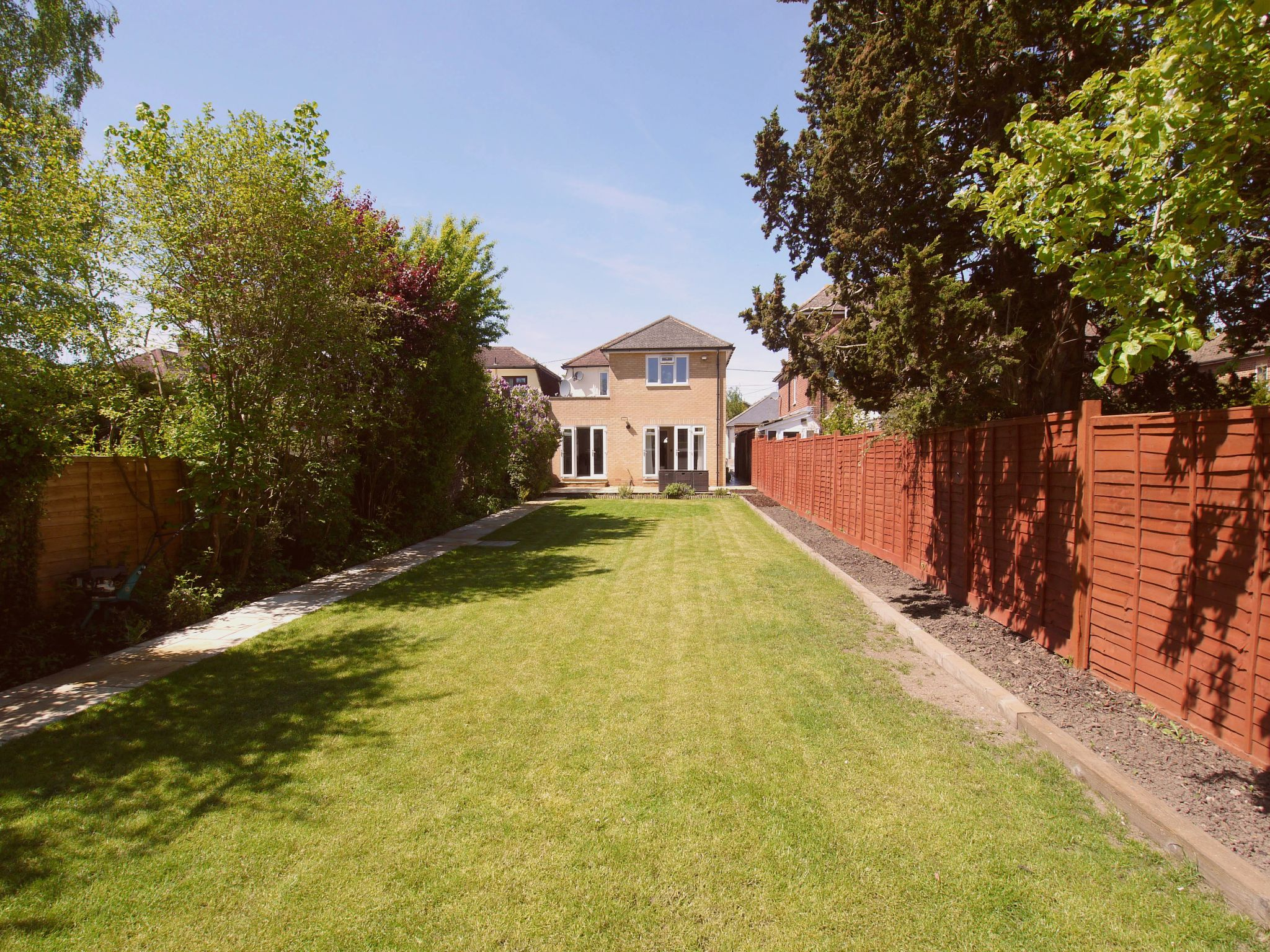 3 bedroom detached house For Sale in Sevenoaks - Photograph 12