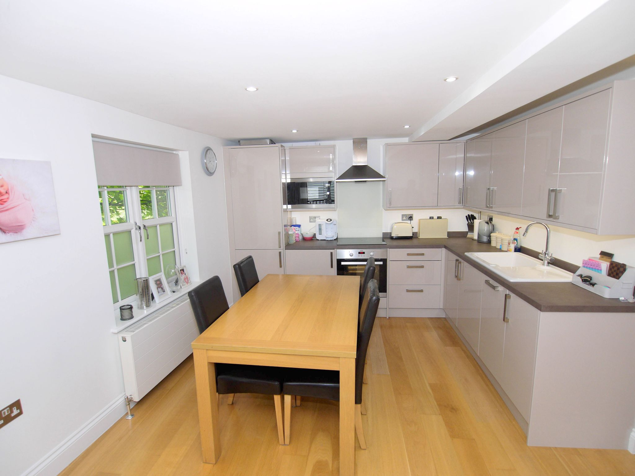 2 bedroom apartment flat/apartment Sale Agreed in Chipstead - Photograph 4