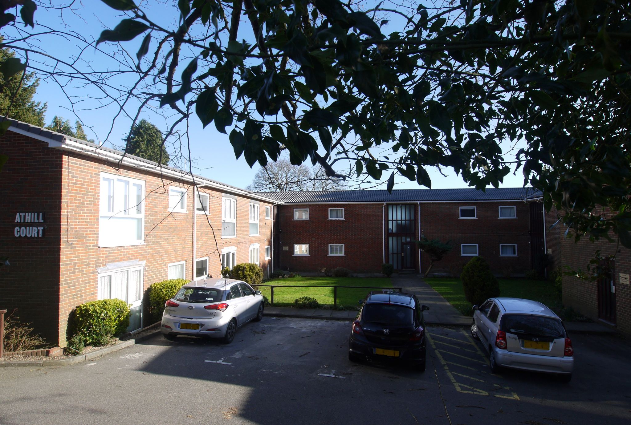 1 bedroom apartment flat/apartment Sale Agreed in Sevenoaks - Photograph 1