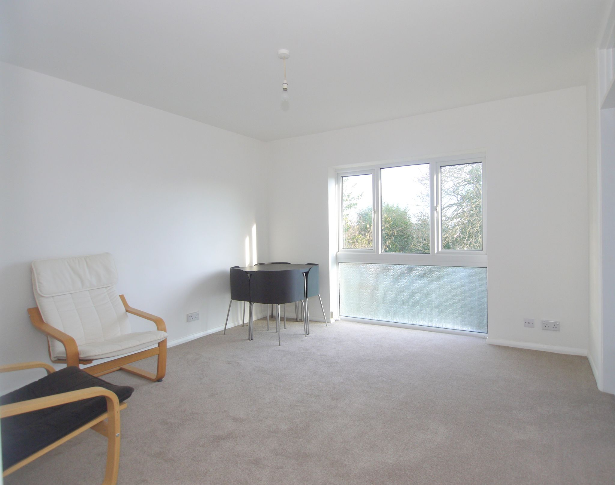 1 bedroom apartment flat/apartment Sale Agreed in Sevenoaks - Photograph 2