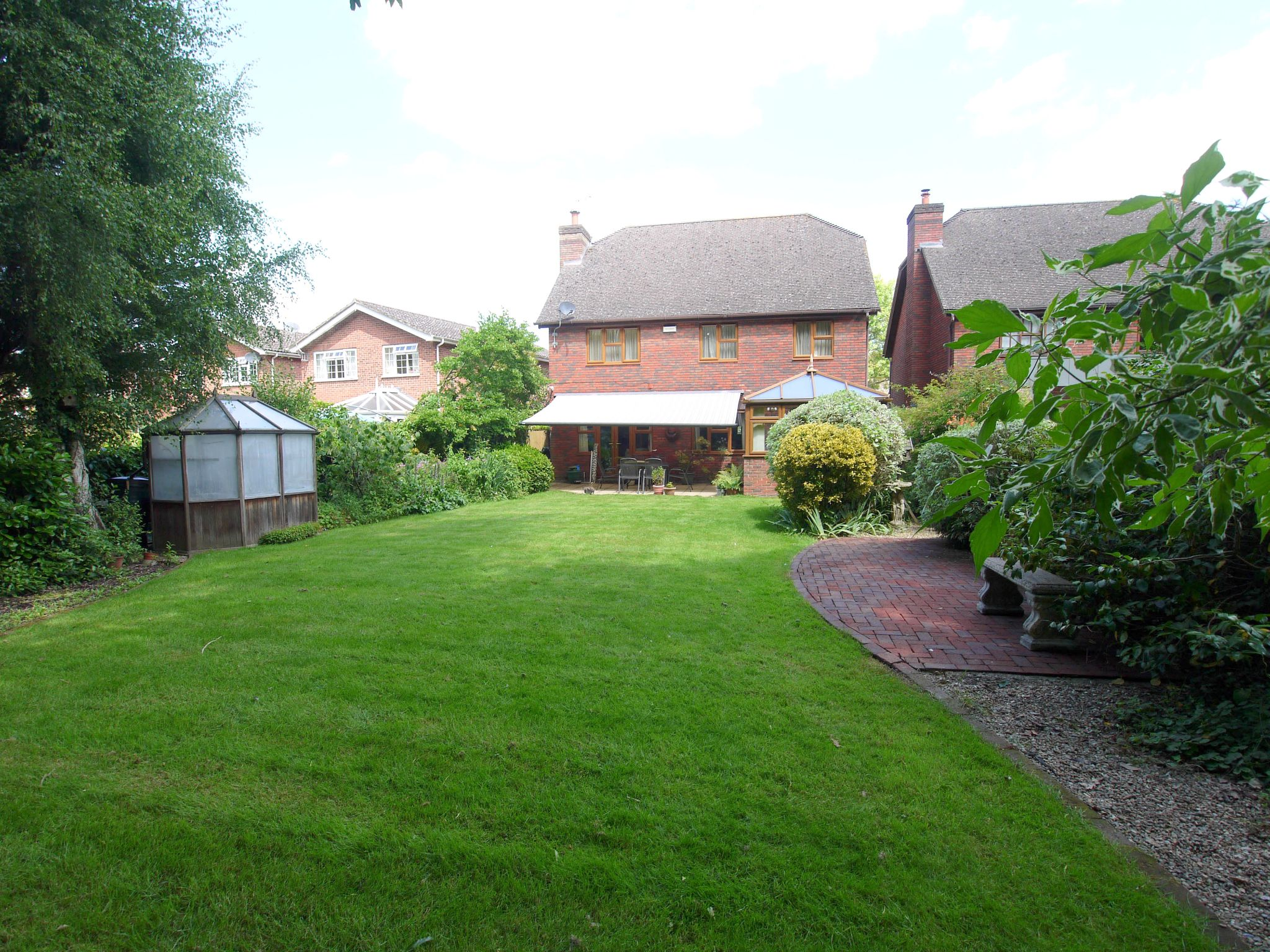 5 bedroom detached house For Sale in Tonbridge - Photograph 10