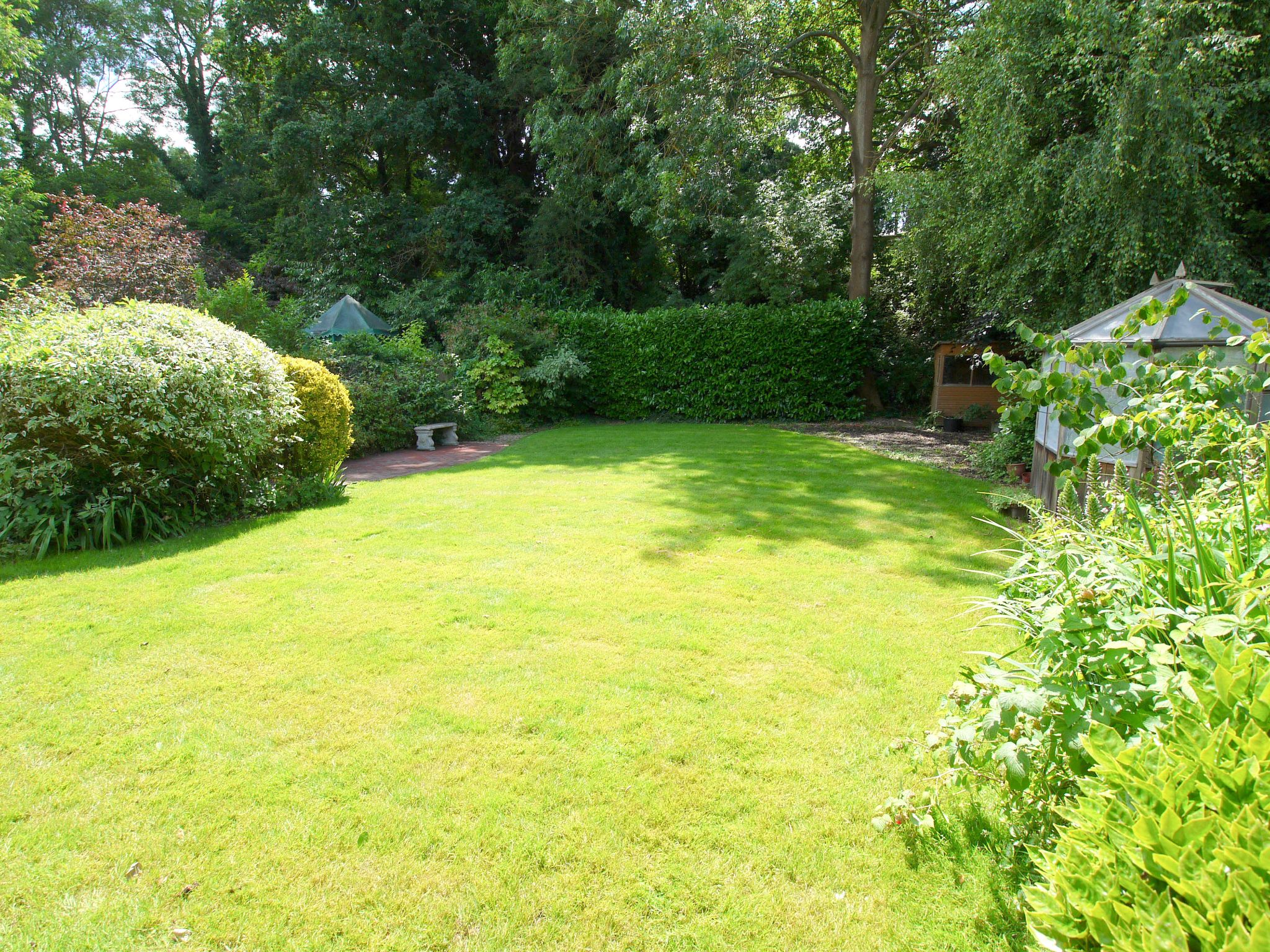 5 bedroom detached house For Sale in Tonbridge - Photograph 9