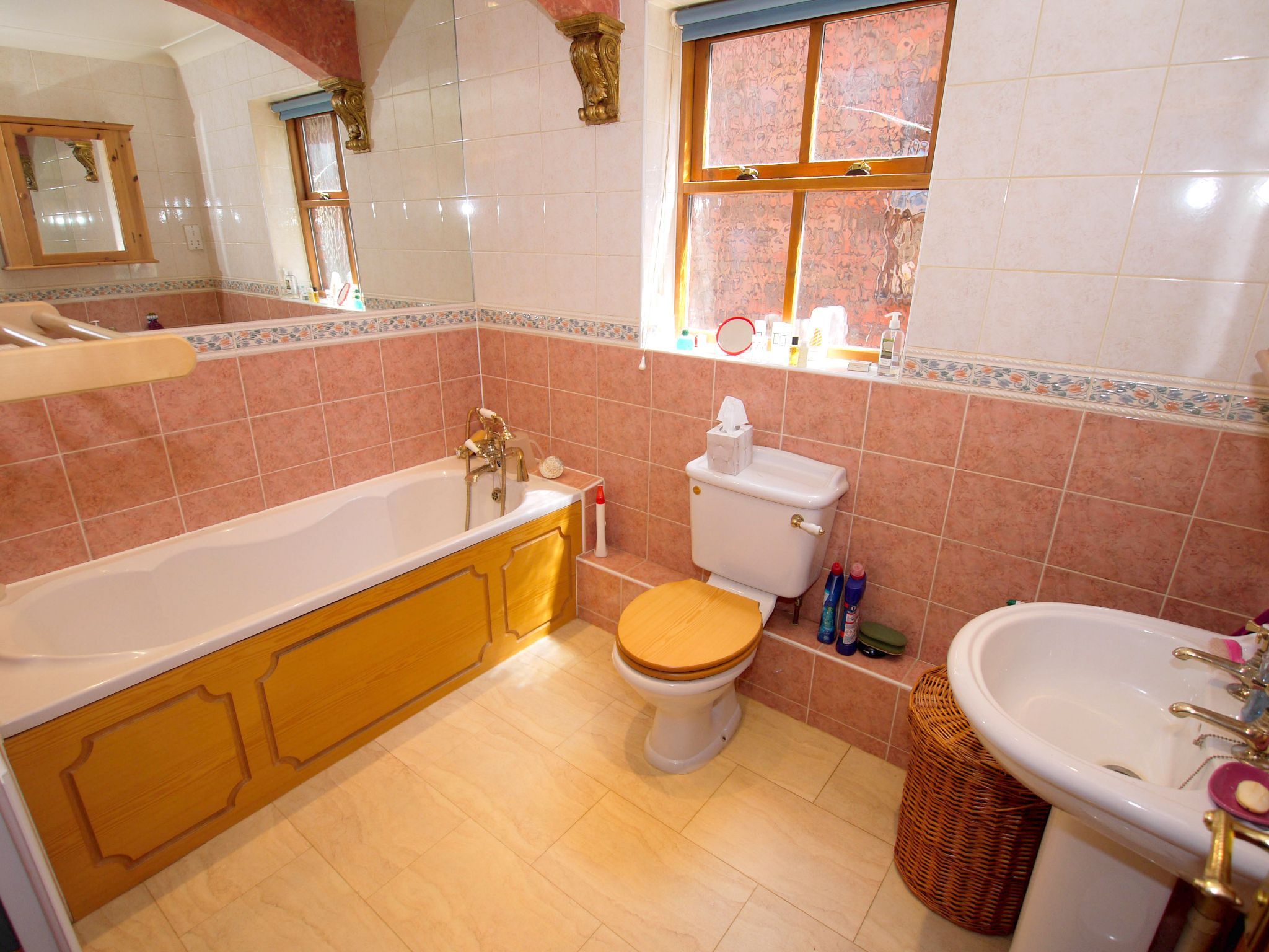 5 bedroom detached house For Sale in Tonbridge - Photograph 8