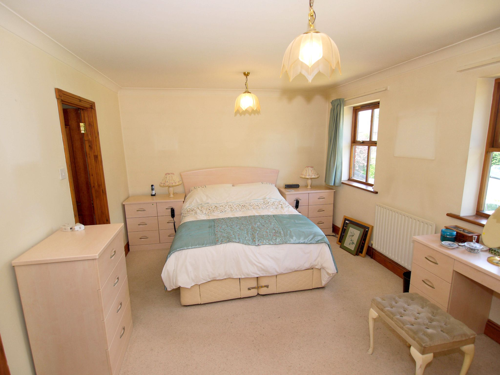 5 bedroom detached house For Sale in Tonbridge - Photograph 6