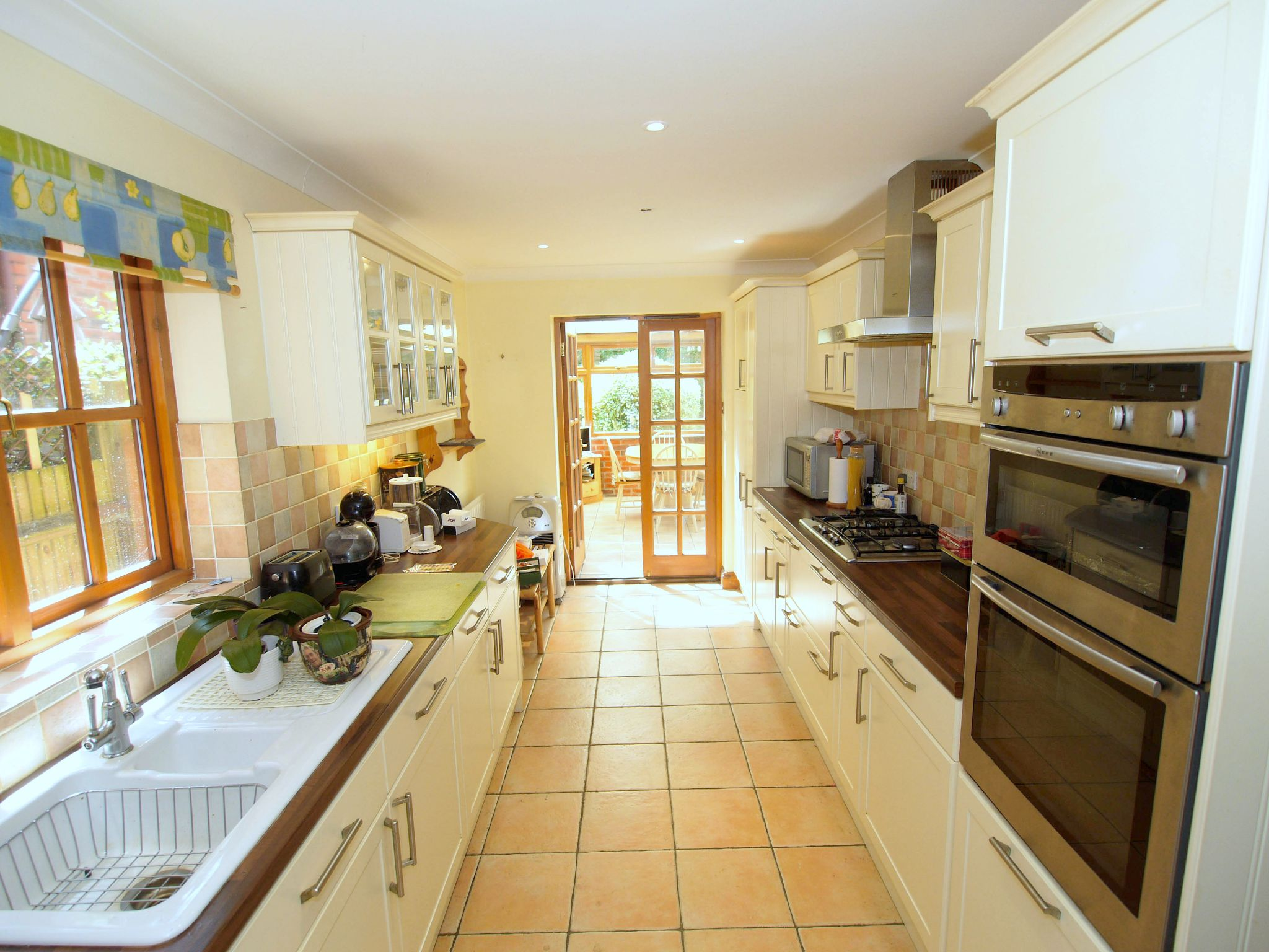 5 bedroom detached house For Sale in Tonbridge - Photograph 5