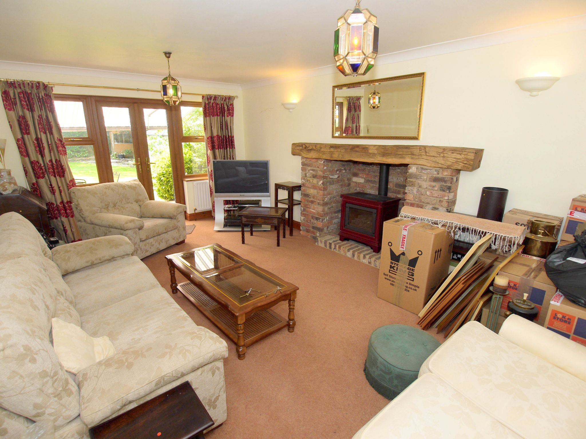 5 bedroom detached house For Sale in Tonbridge - Photograph 2