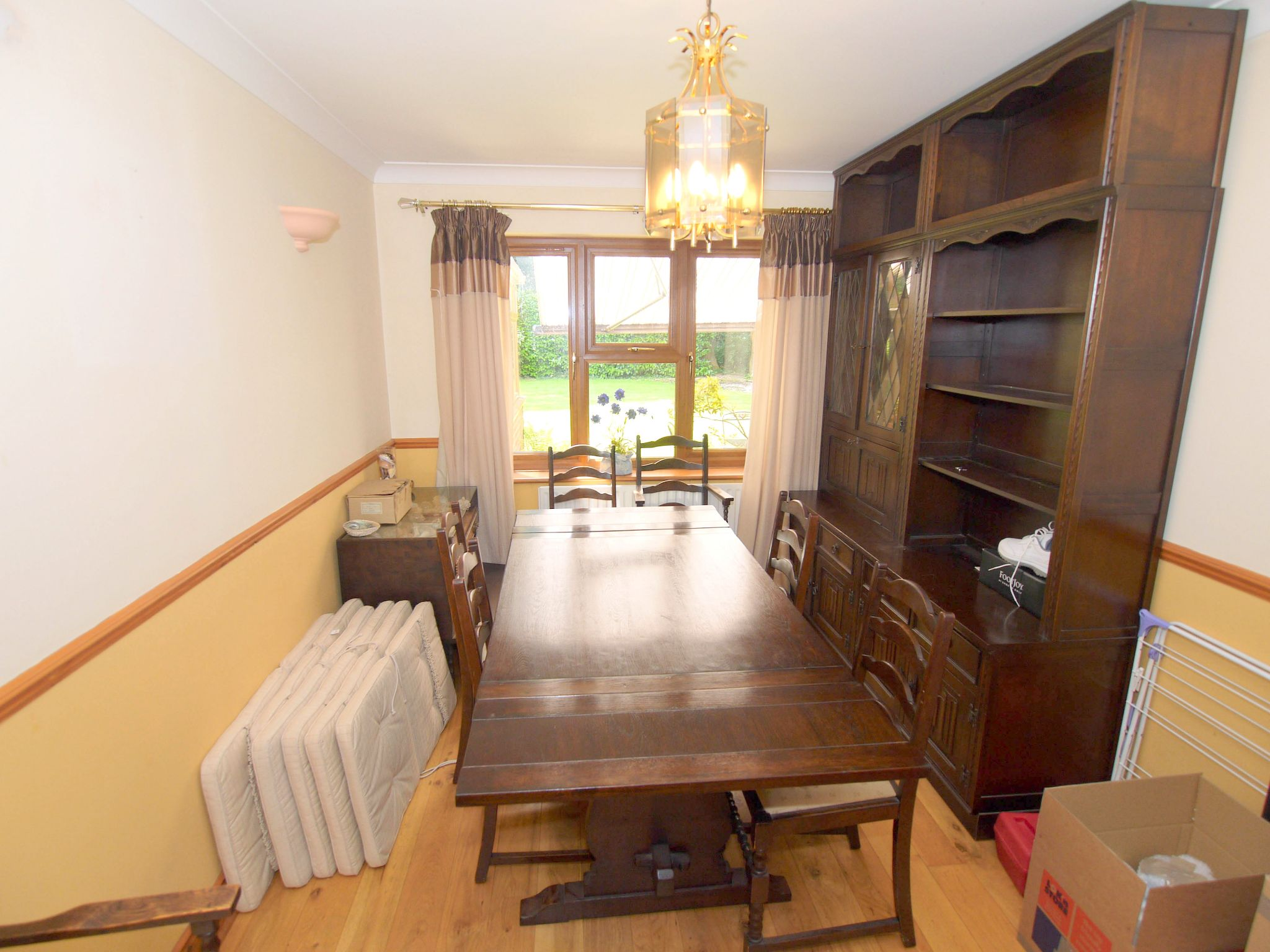 5 bedroom detached house For Sale in Tonbridge - Photograph 4