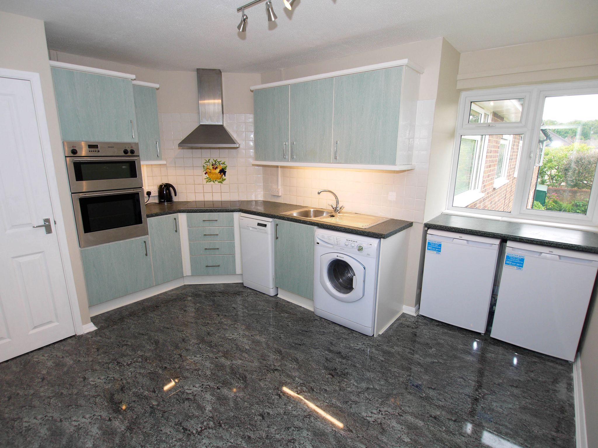 3 bedroom apartment flat/apartment To Let in Sevenoaks - Photograph 3