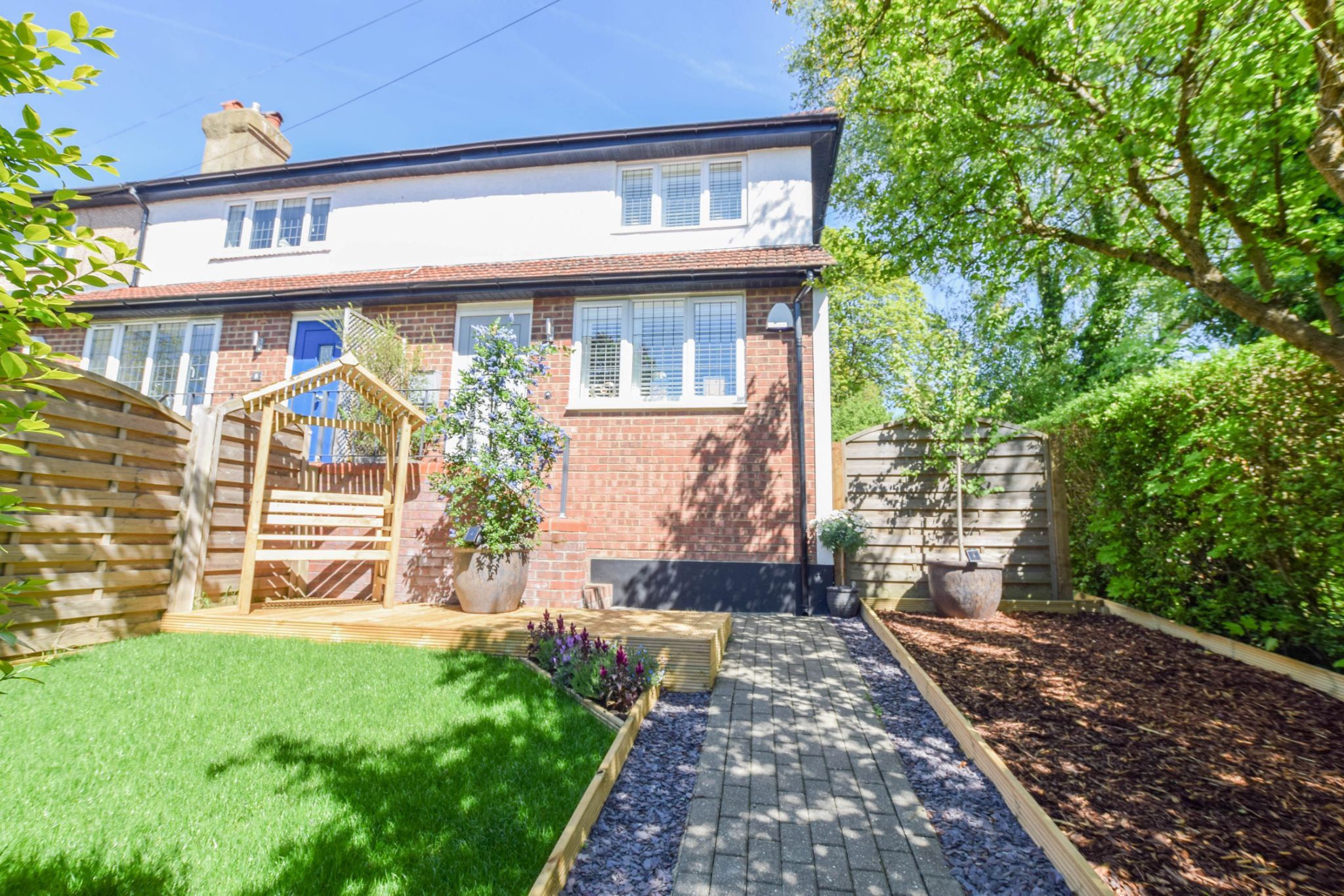 1 bedroom end terraced house For Sale in Sevenoaks - Photograph 1