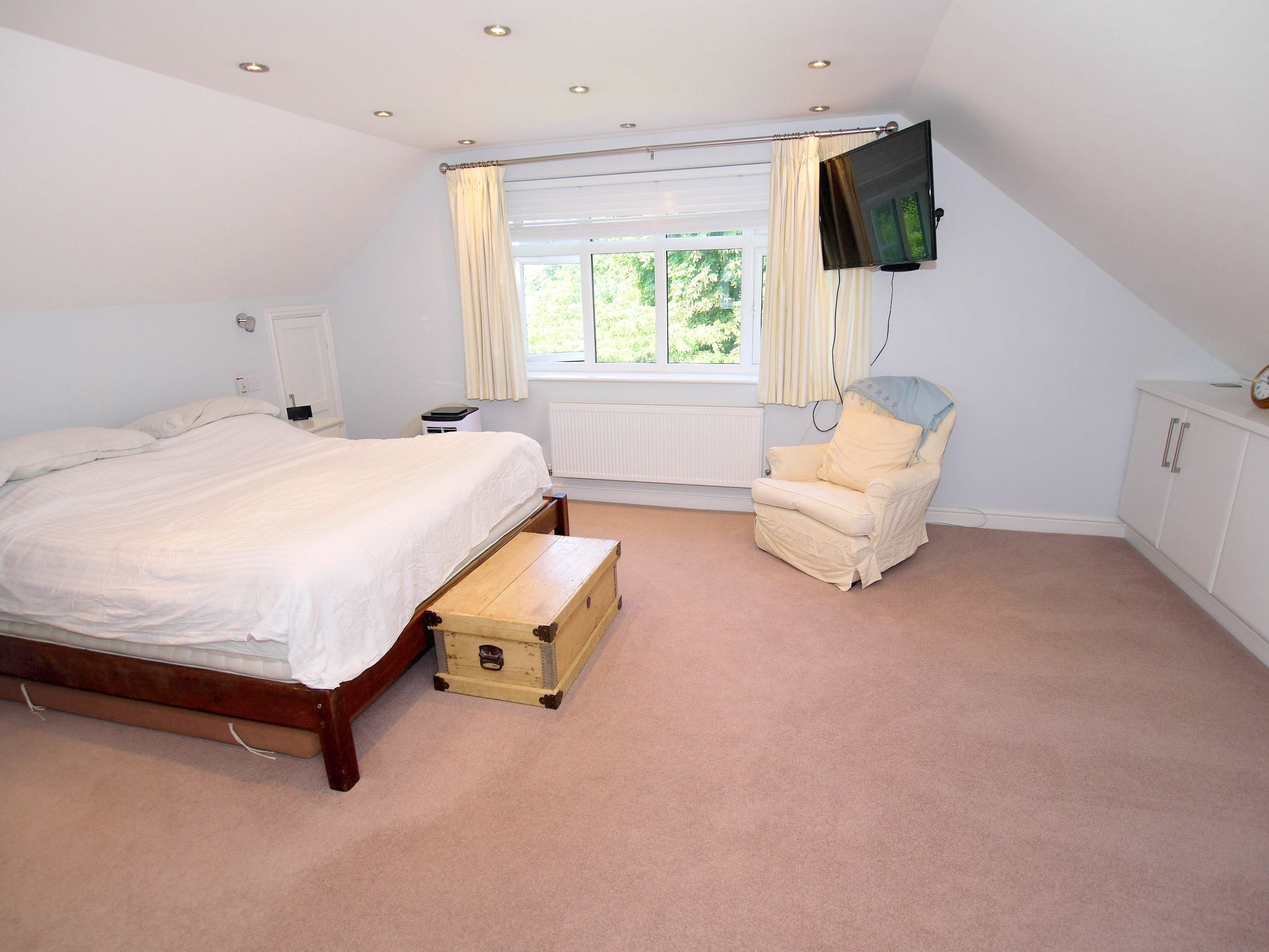 5 bedroom detached house Sold in Sevenoaks - Photograph 6