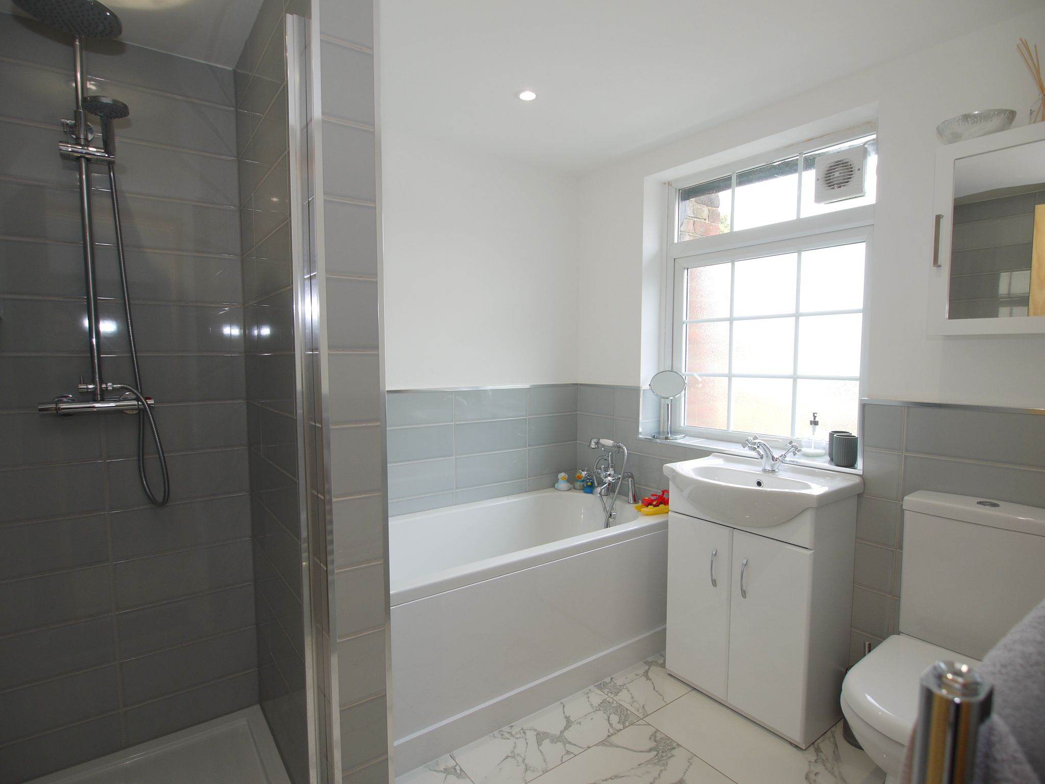 3 bedroom mid terraced house For Sale in Sevenoaks - Photograph 8
