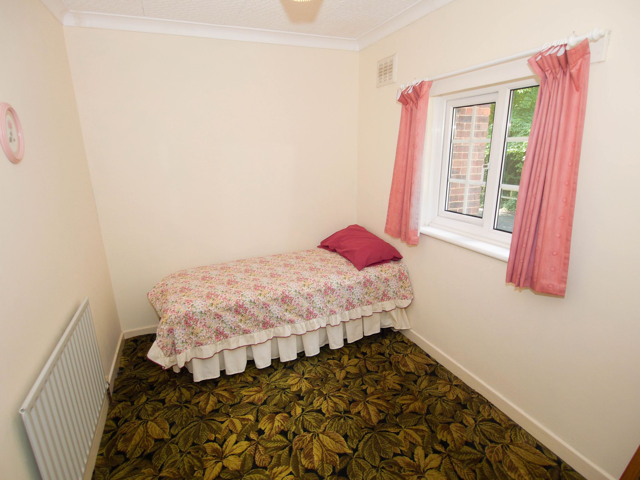 3 bedroom semi-detached house Sold in Sevenoaks - Photograph 12