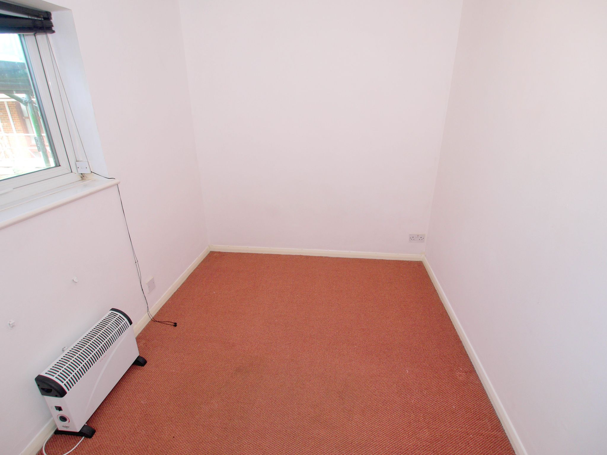 1 bedroom apartment flat/apartment Sale Agreed in Sevenoaks - Photograph 5