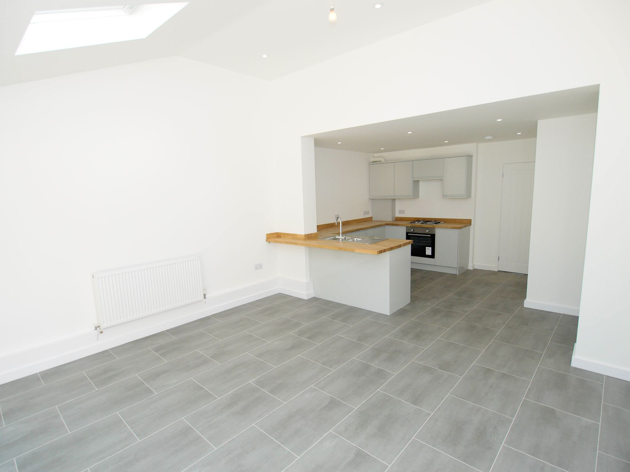 3 bedroom end terraced house Sold in Tonbridge - Photograph 4
