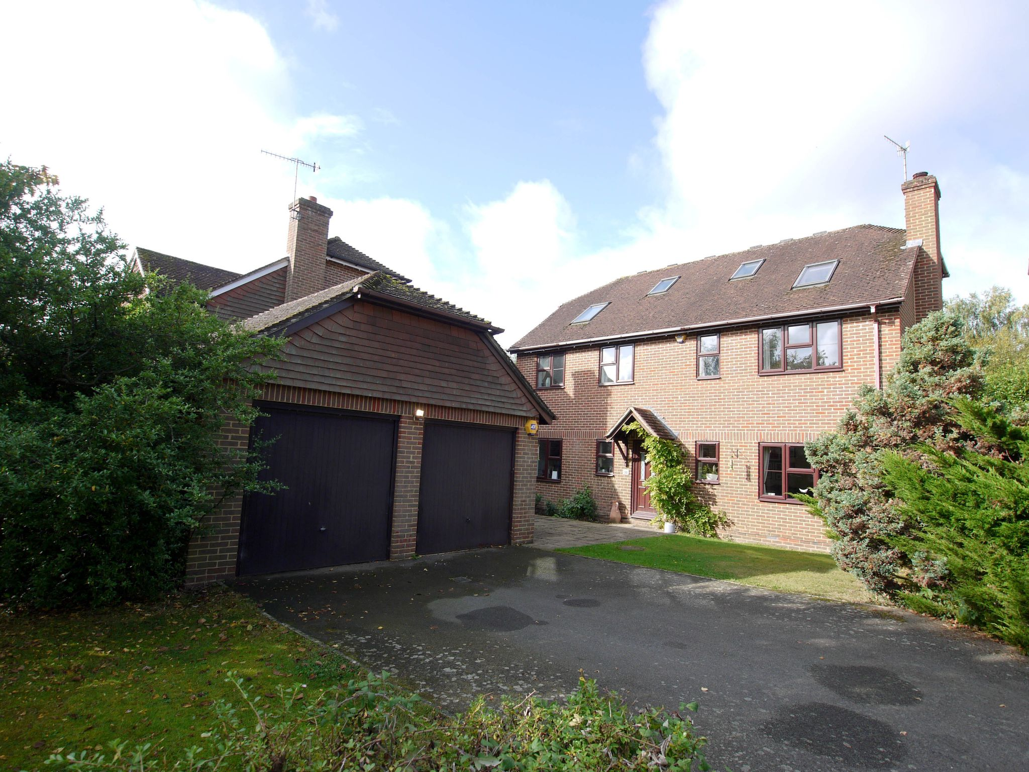 6 bedroom detached house Sale Agreed in Near Tonbridge - Photograph 1