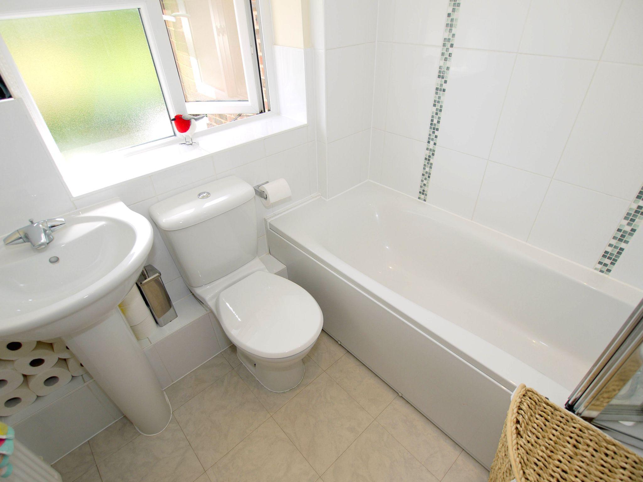 3 bedroom mid terraced house For Sale in Sevenoaks - Photograph 8