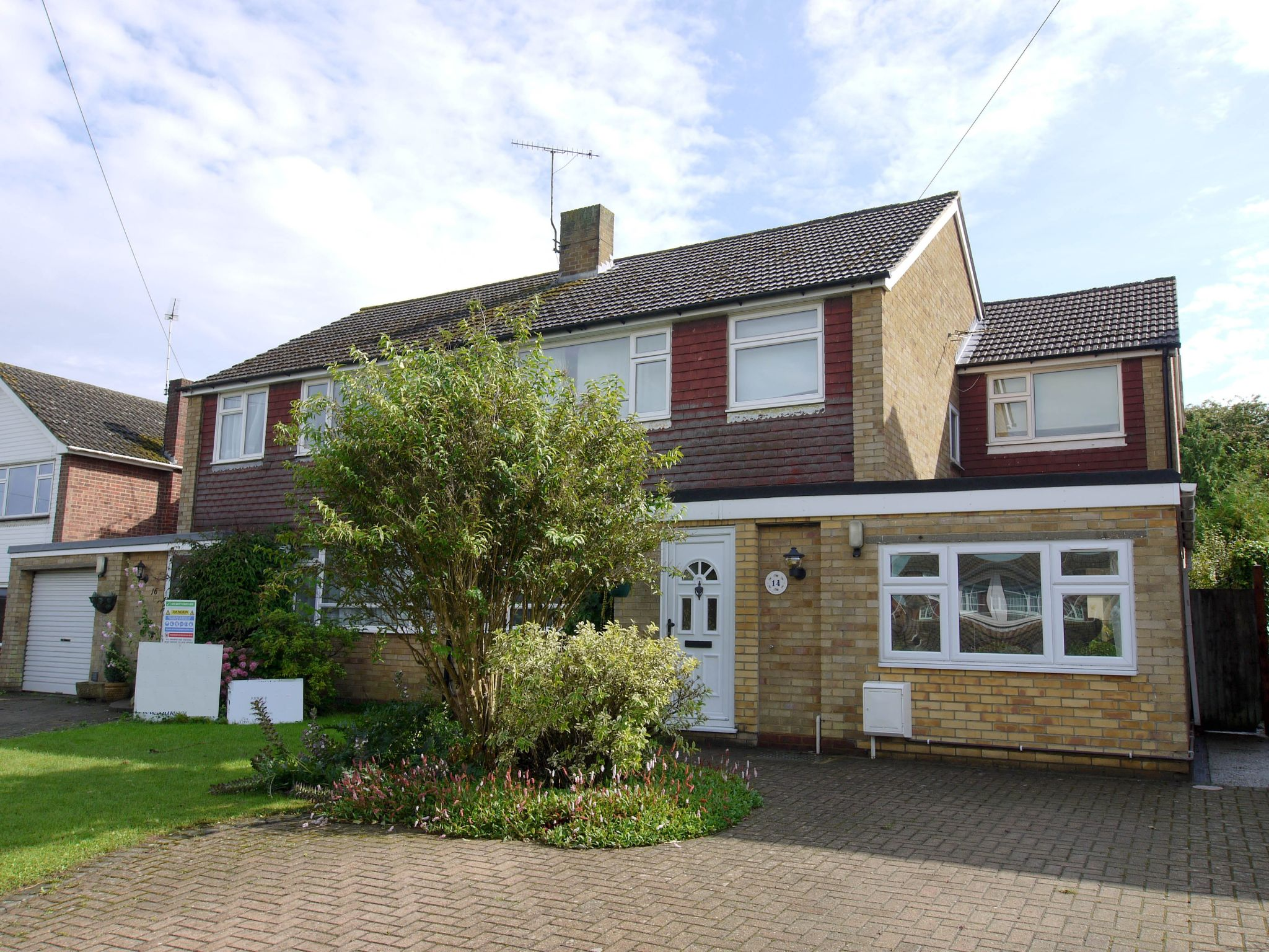 4 bedroom semi-detached house Sale Agreed in Sevenoaks - Photograph 1