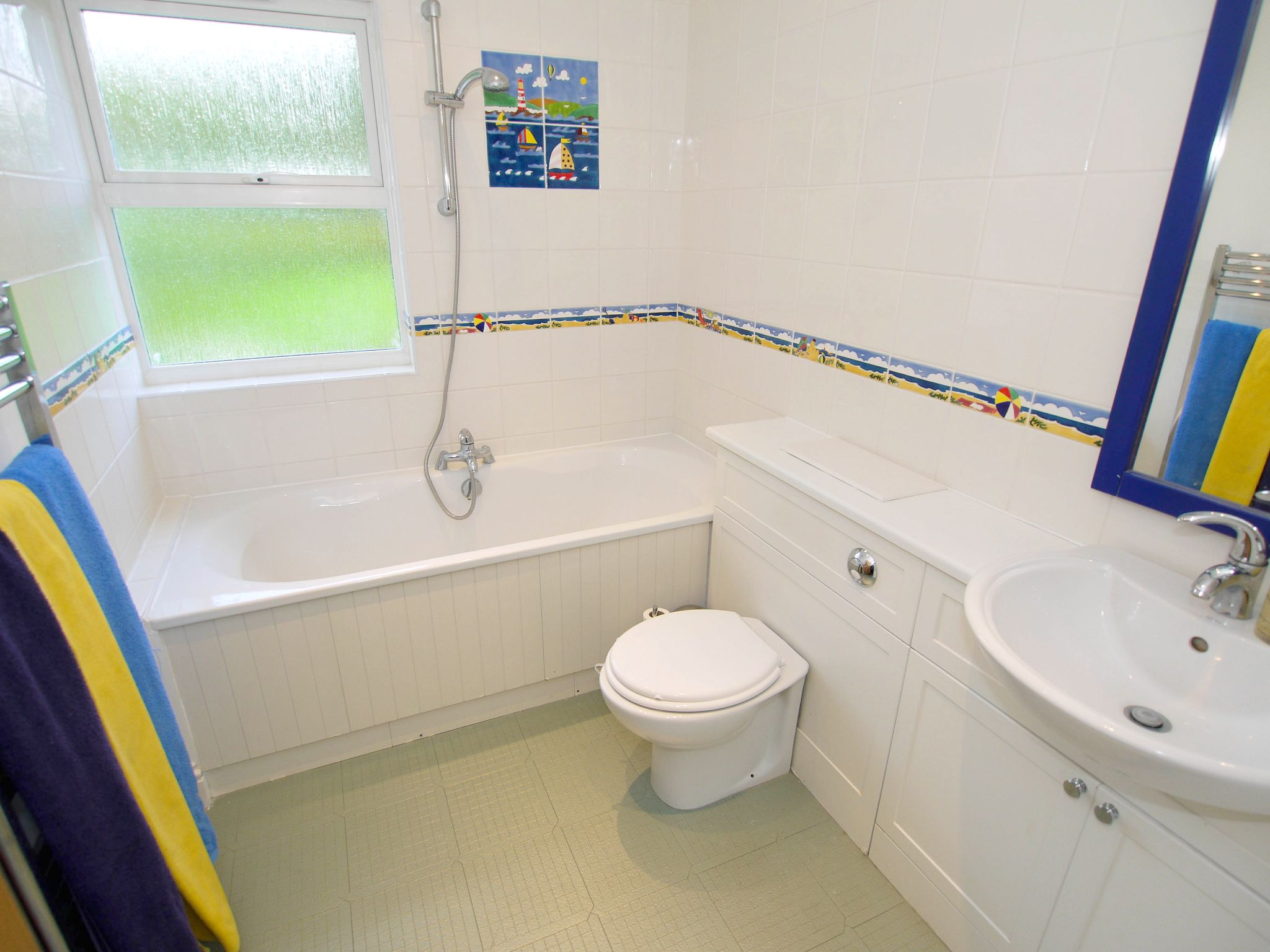 6 bedroom detached house For Sale in Sevenoaks - Photograph 14