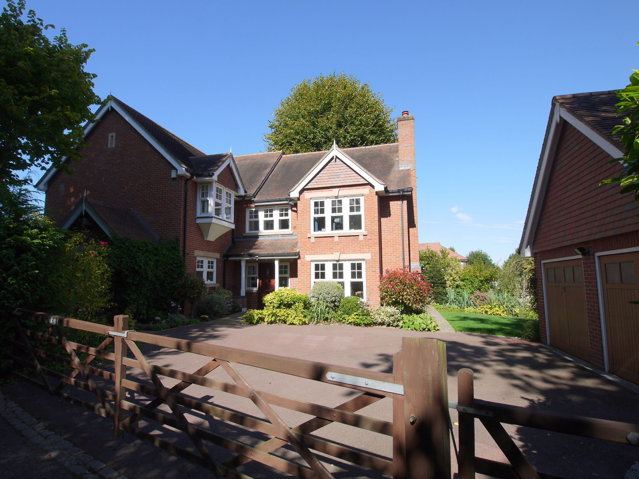 6 bedroom detached house Sale Agreed in Sevenoaks - Photograph 6