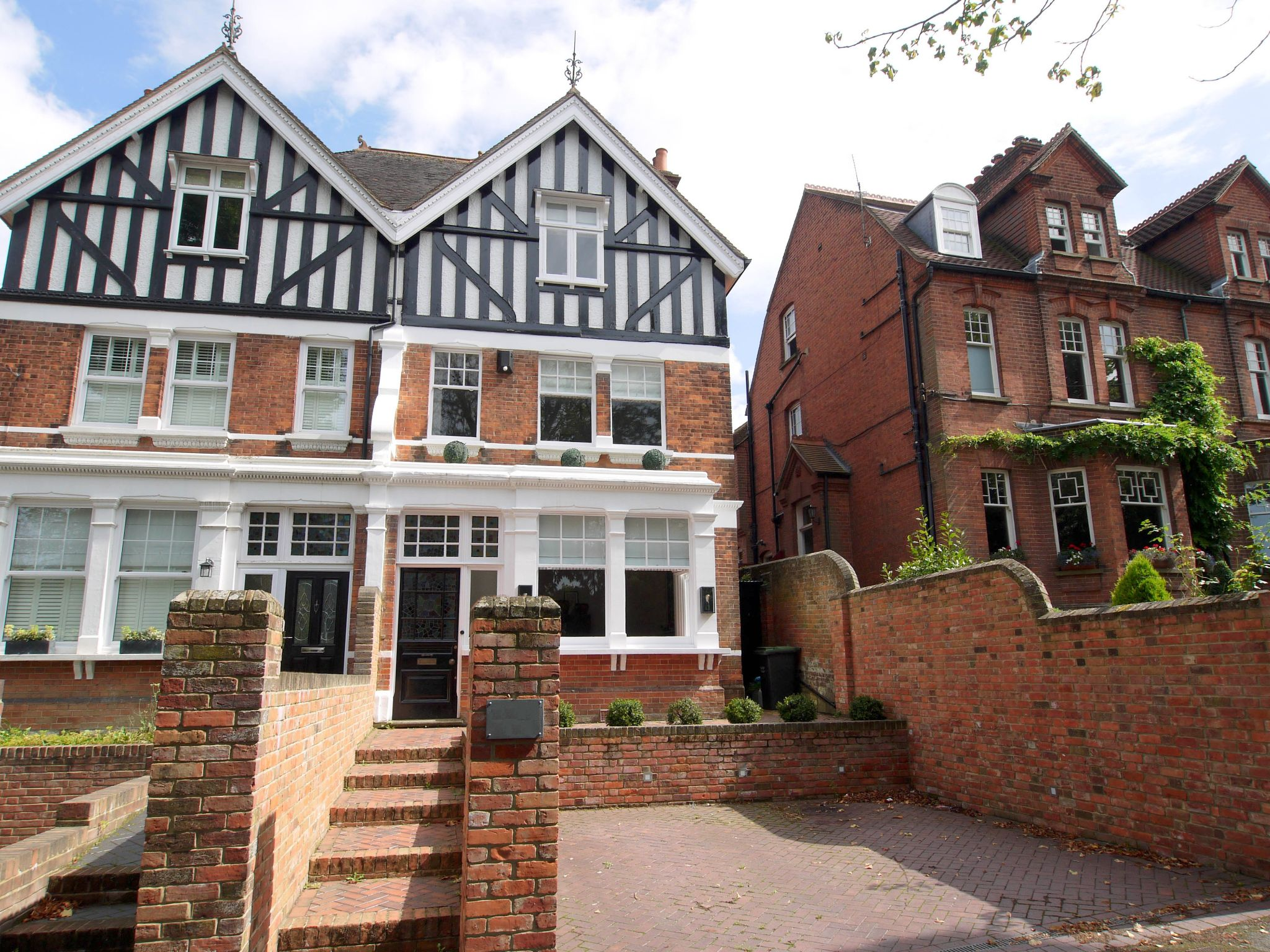 5 bedroom semi-detached house For Sale in Tonbridge - Photograph 1
