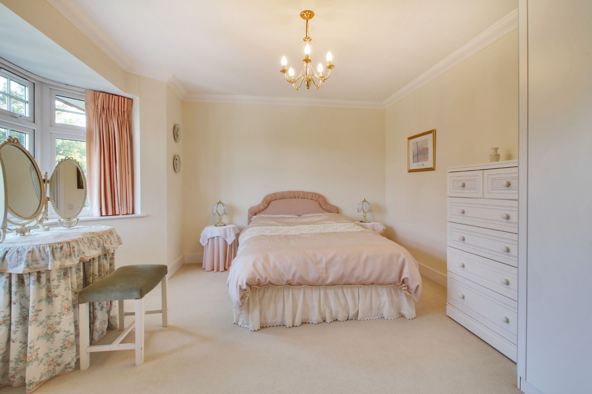 5 bedroom detached house For Sale in Sevenoaks - Photograph 9
