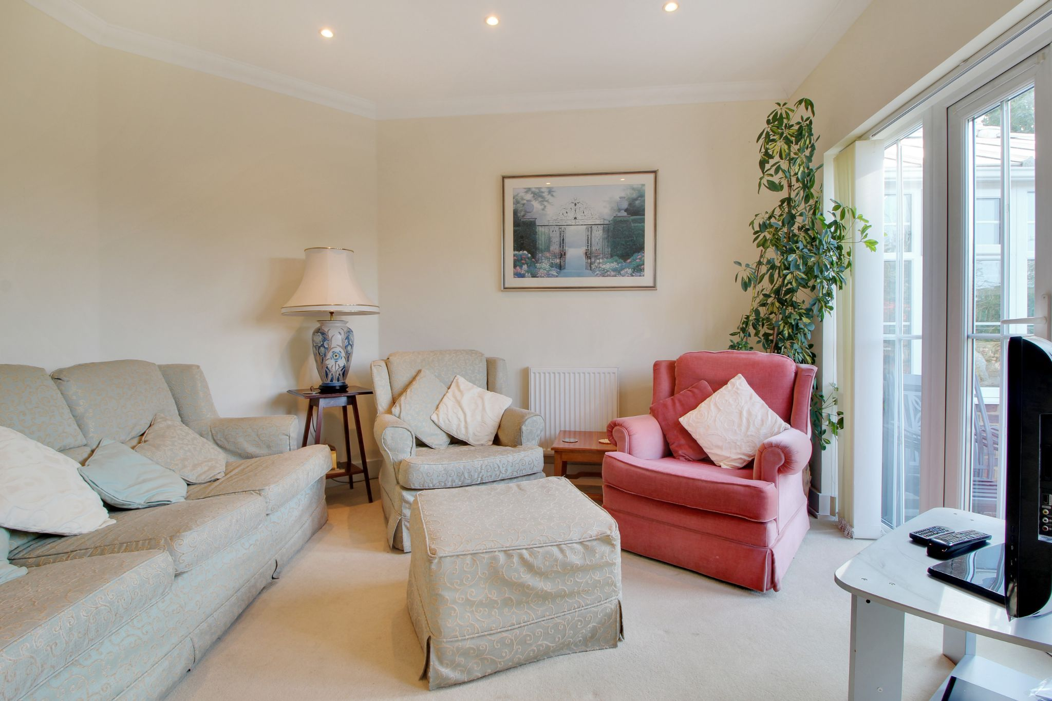 5 bedroom detached house For Sale in Sevenoaks - Photograph 5