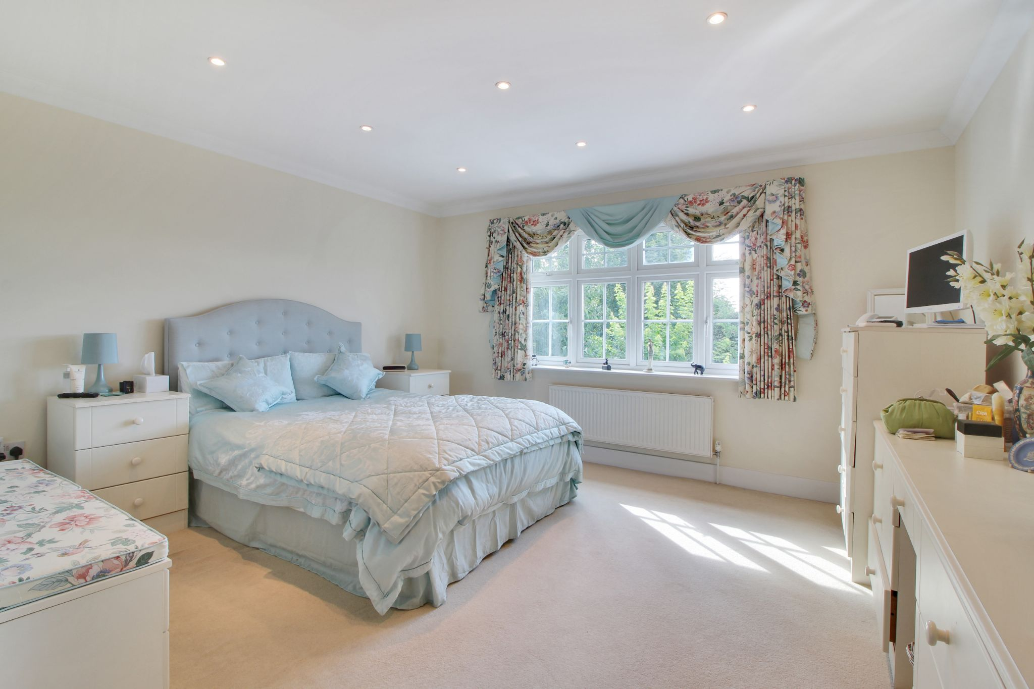 5 bedroom detached house Sale Agreed in Sevenoaks - Photograph 8