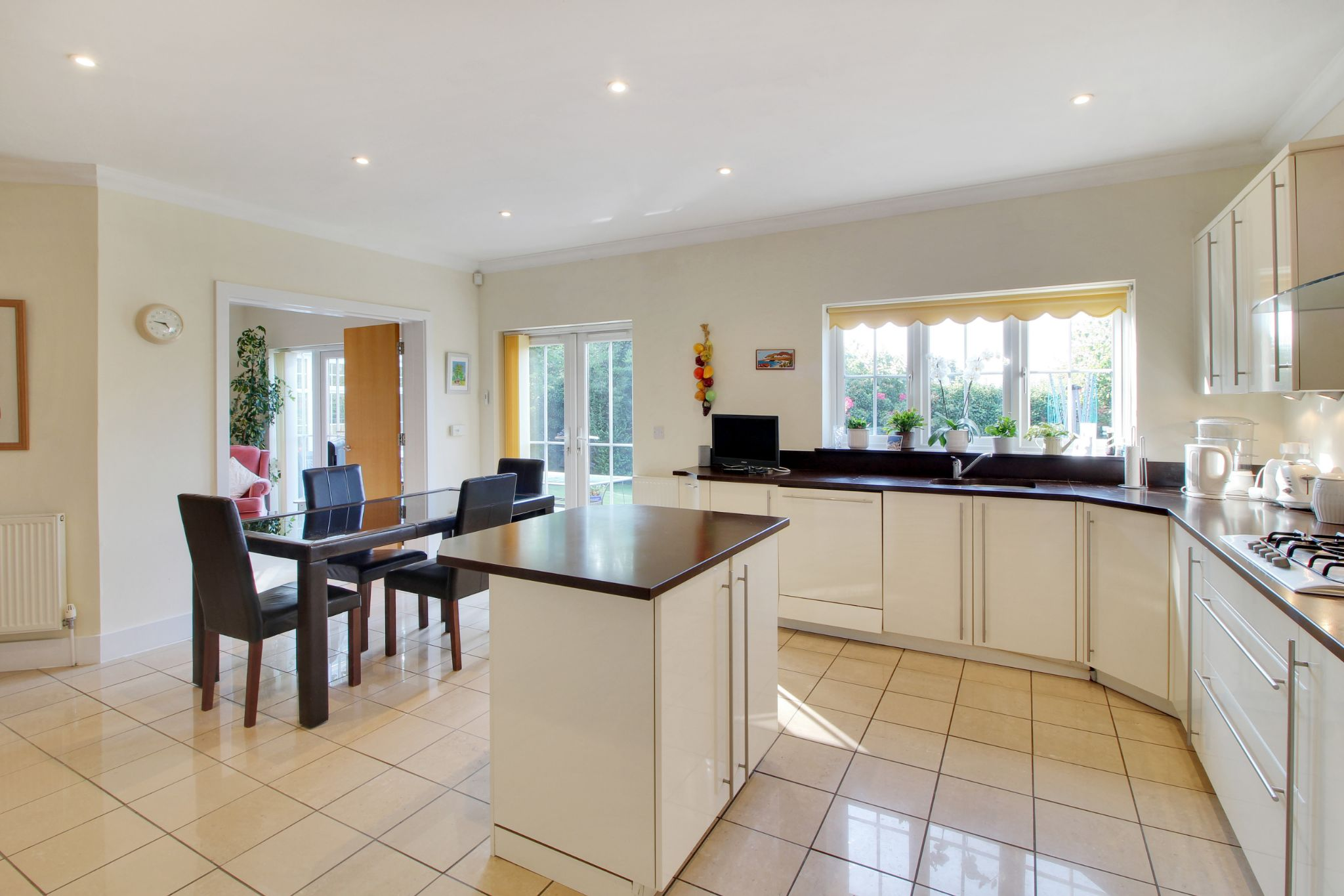 5 bedroom detached house Sold in Sevenoaks - Photograph 2
