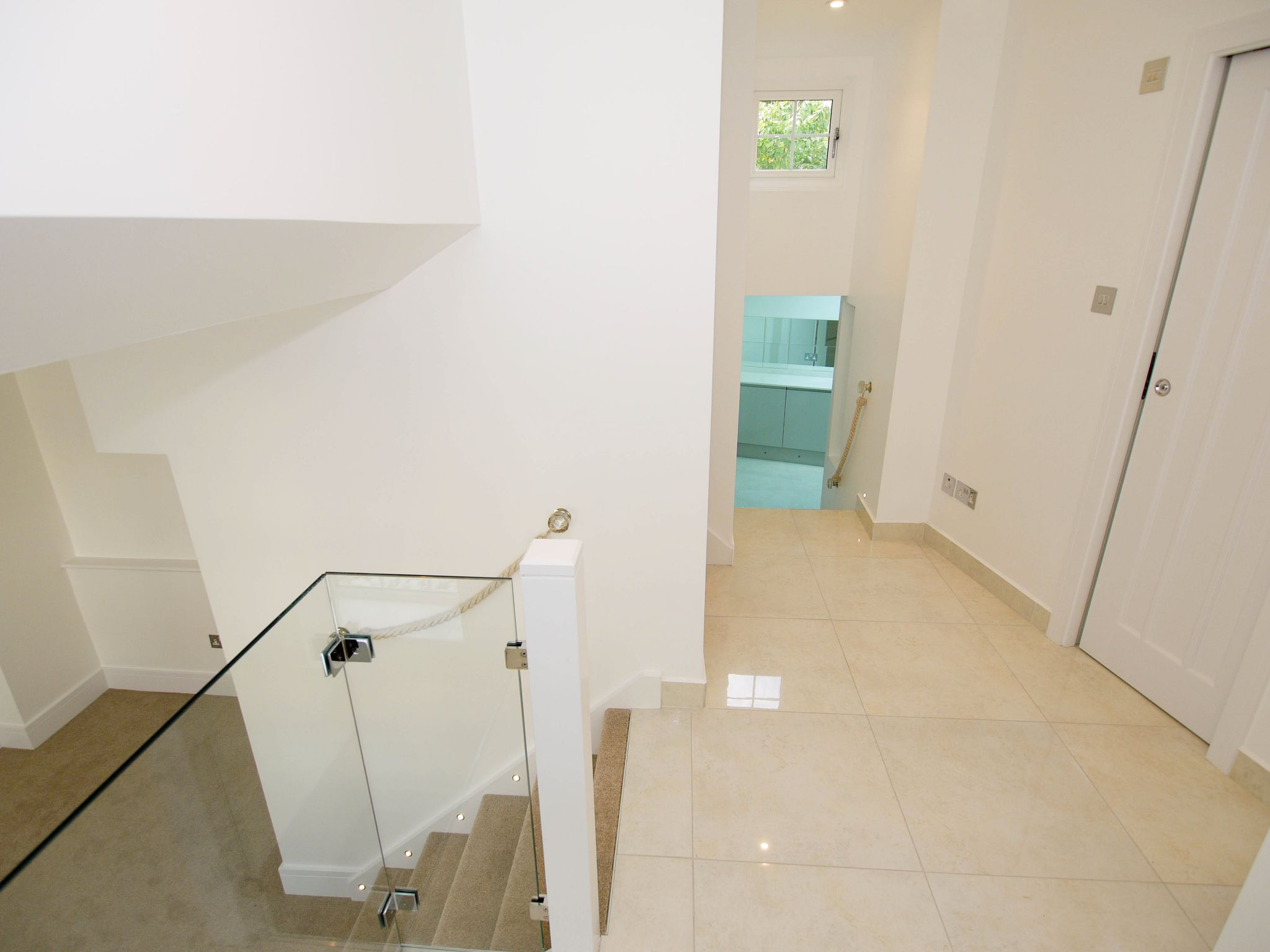 1 bedroom mid terraced house For Sale in Sevenoaks - Photograph 5