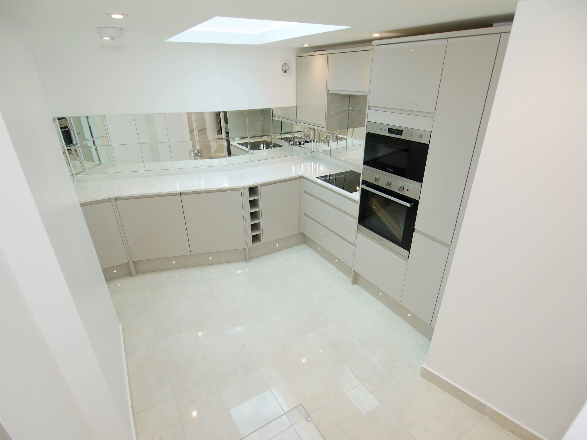 1 bedroom mid terraced house For Sale in Sevenoaks - Photograph 3